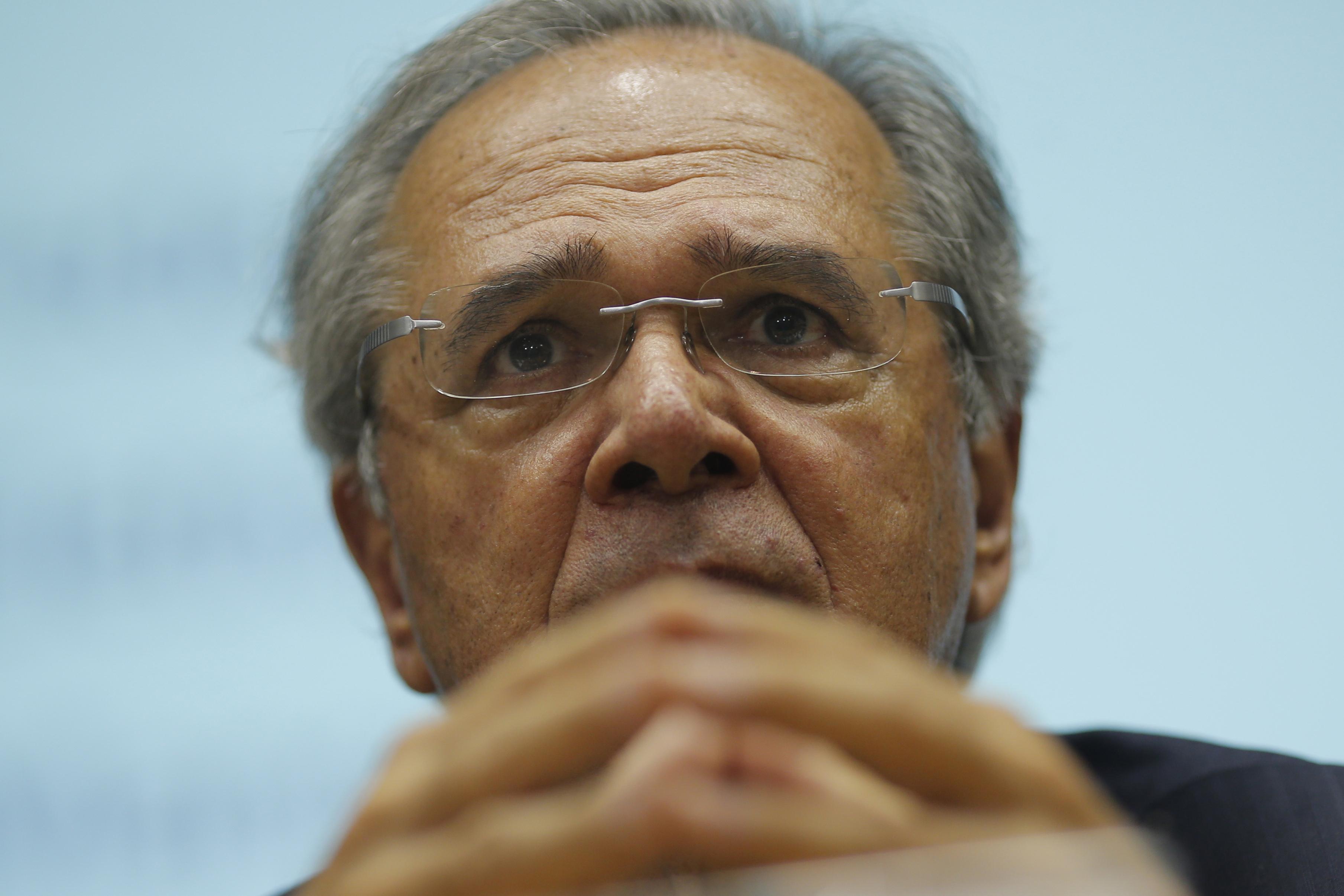 IMAGEM: Centrão avança sobre a pasta da Economia; Guedes resiste