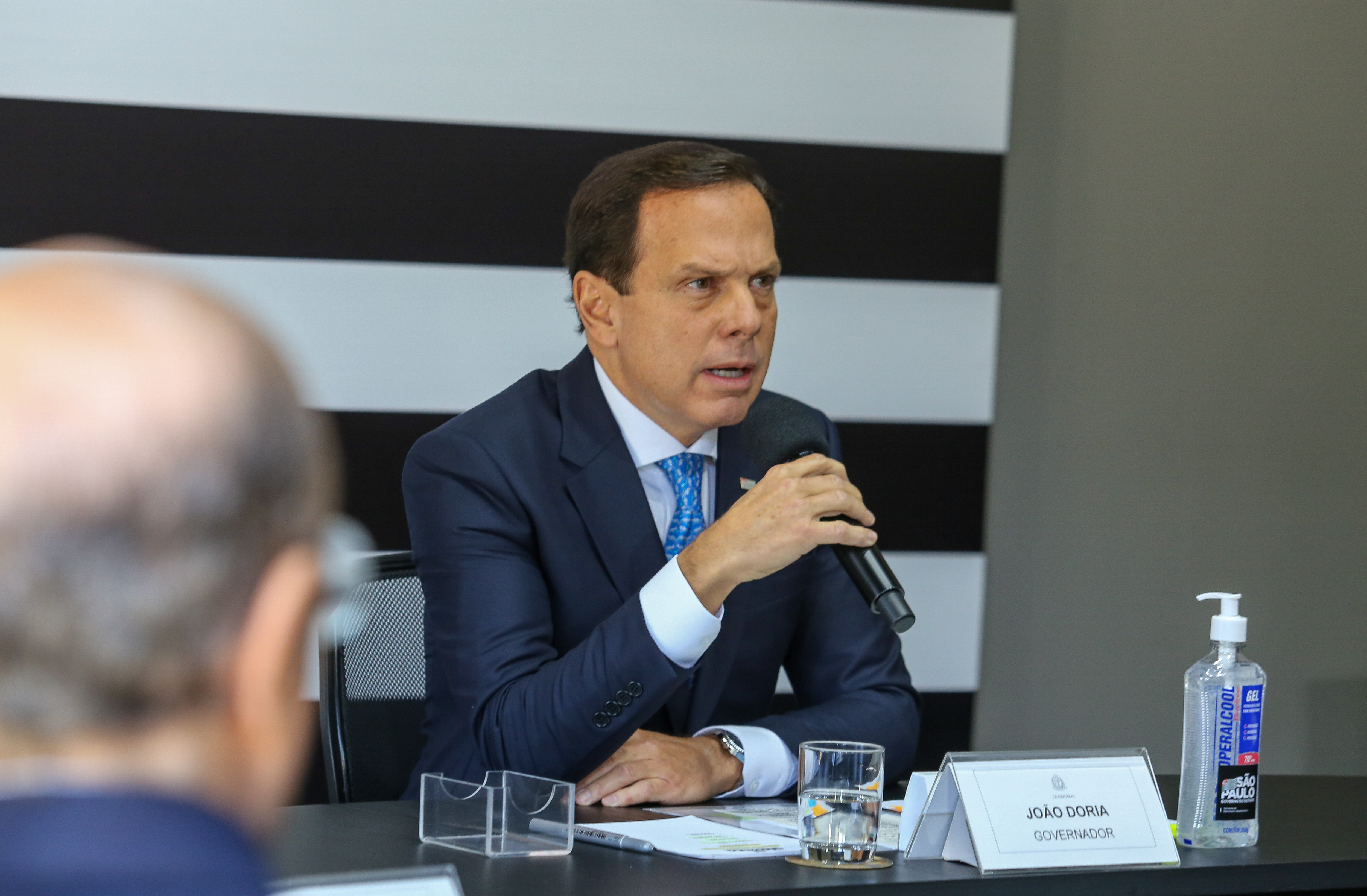 """IMAGEM: Doria sobre Bolsonaro: """"O Brasil precisa discutir quem será o fiador das mortes"""""""