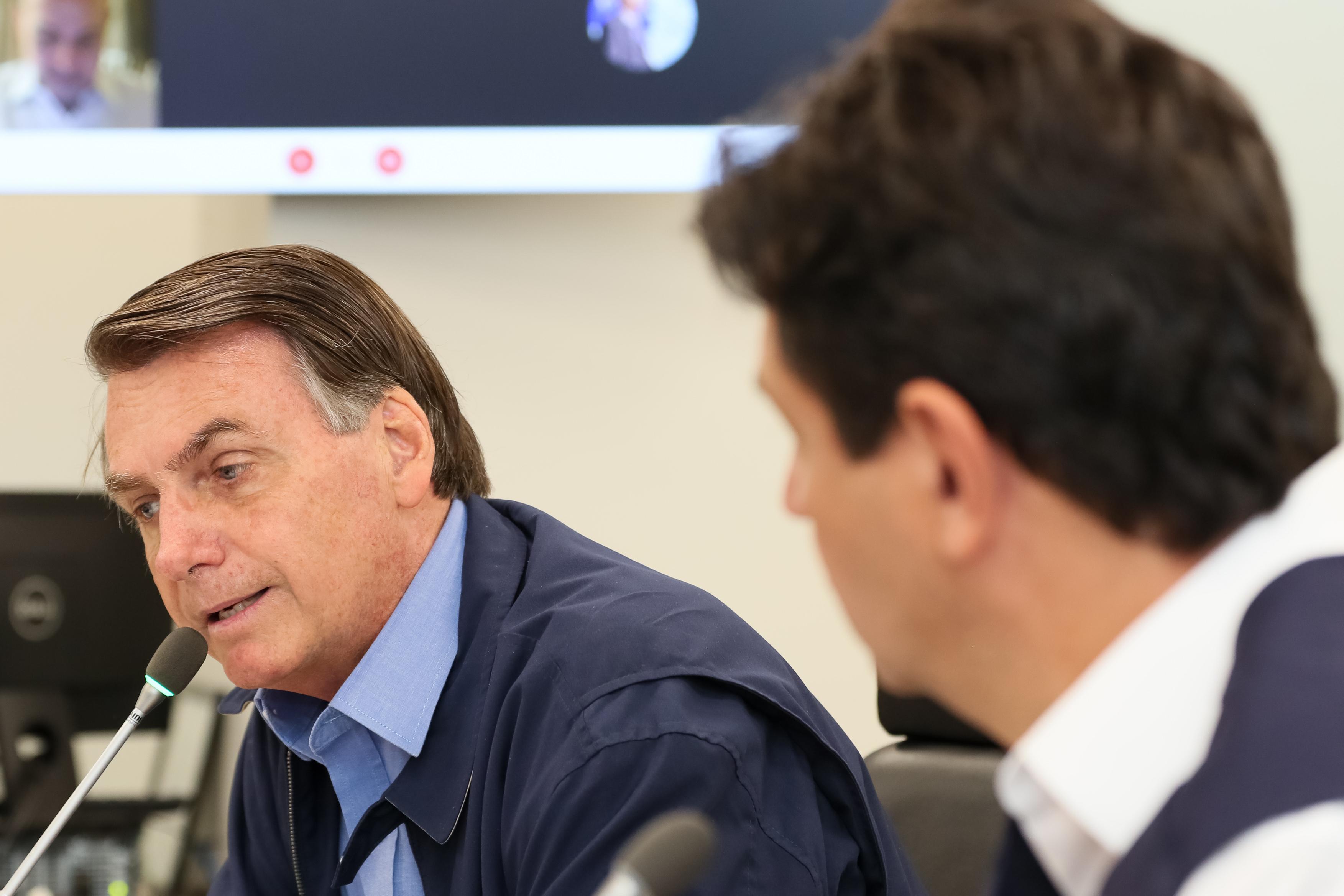 IMAGEM: Bolsonaro inicia reunião com Mandetta e demais ministros