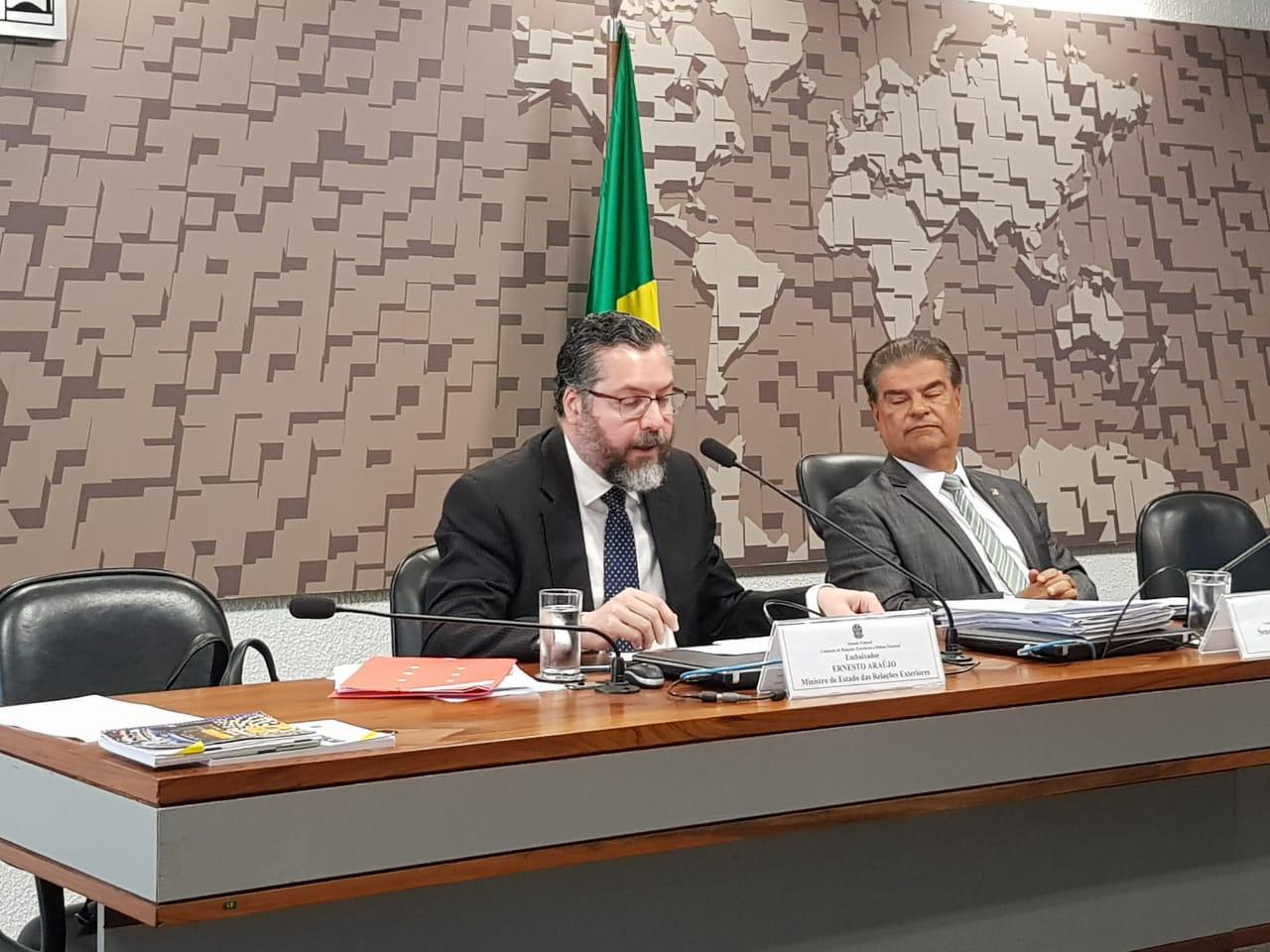 """IMAGEM: Ernesto Araújo, que apoia plano sem representante palestino, diz apoiar """"retomada de negociações"""""""