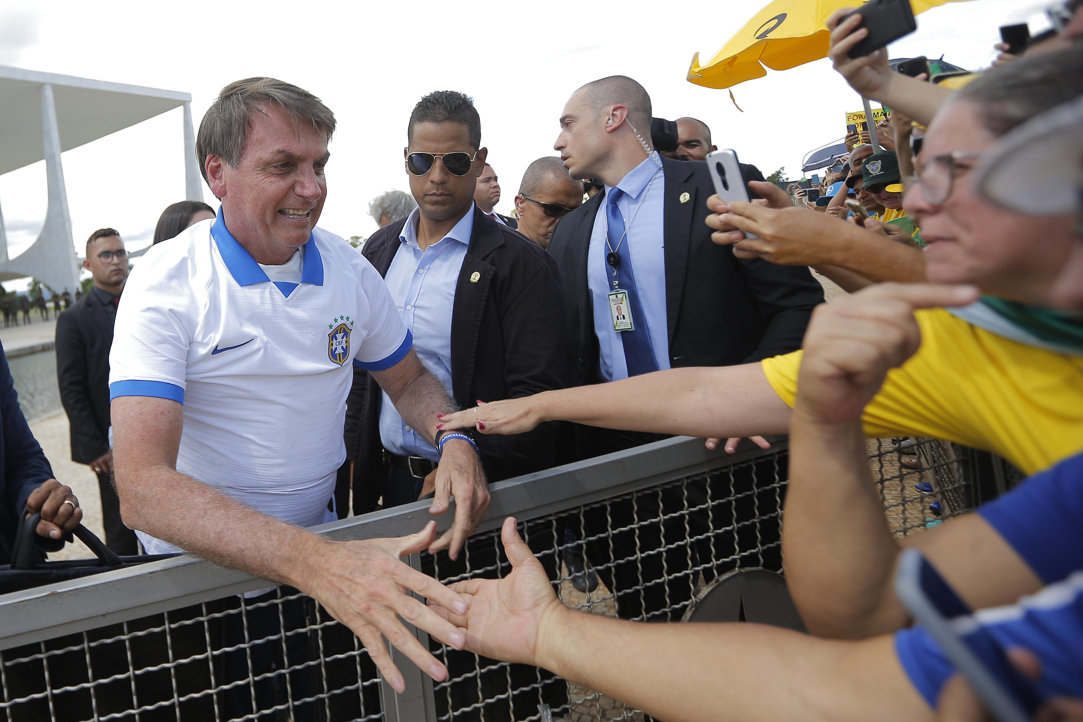 IMAGEM: MPF vai à Justiça para que Bolsonaro publique mensagens da OMS no Twitter