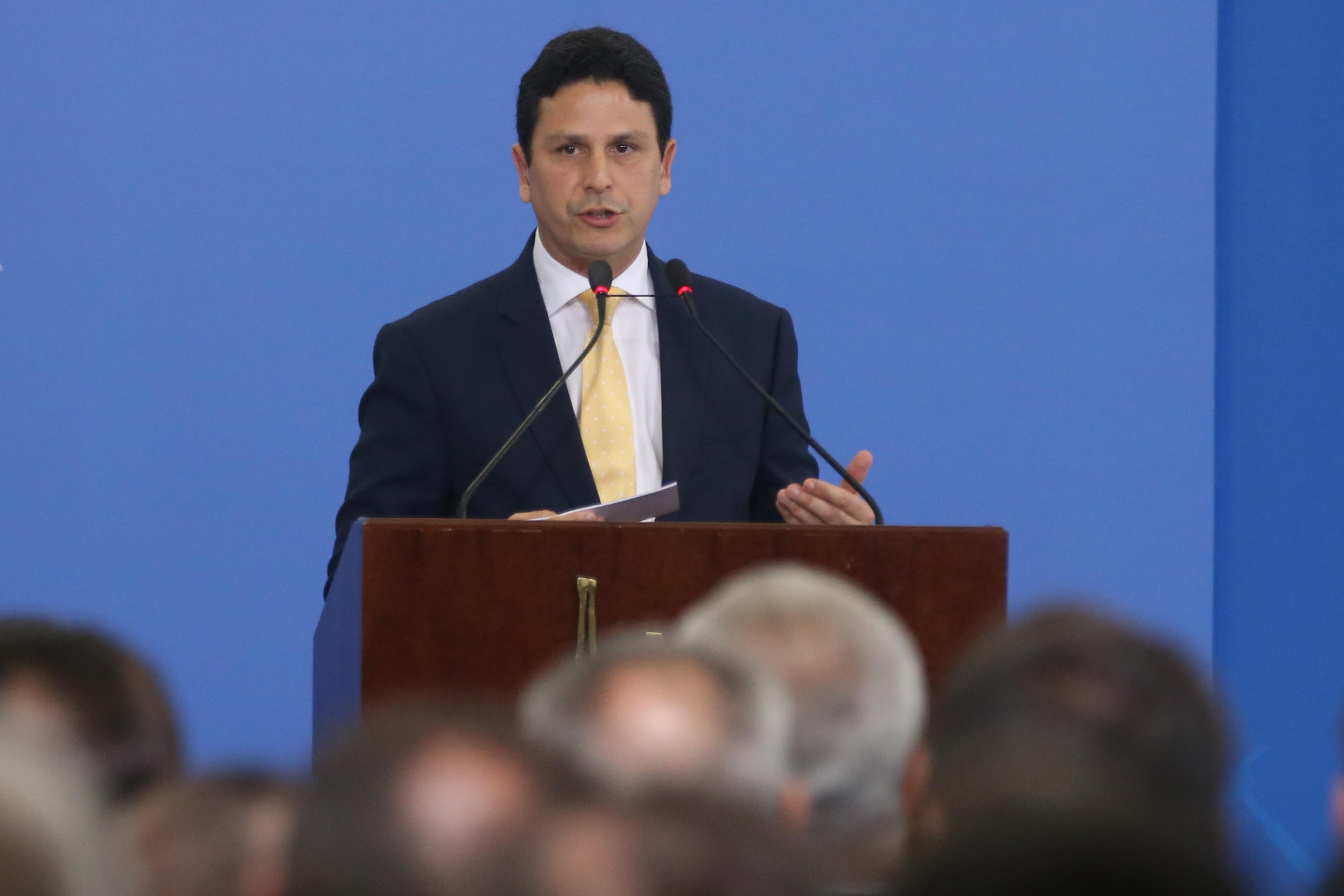 """IMAGEM: """"Há vida política fora da polarização"""", diz presidente do PSDB"""