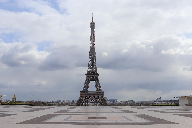 IMAGEM: Ameaça de bomba fecha Torre Eiffel