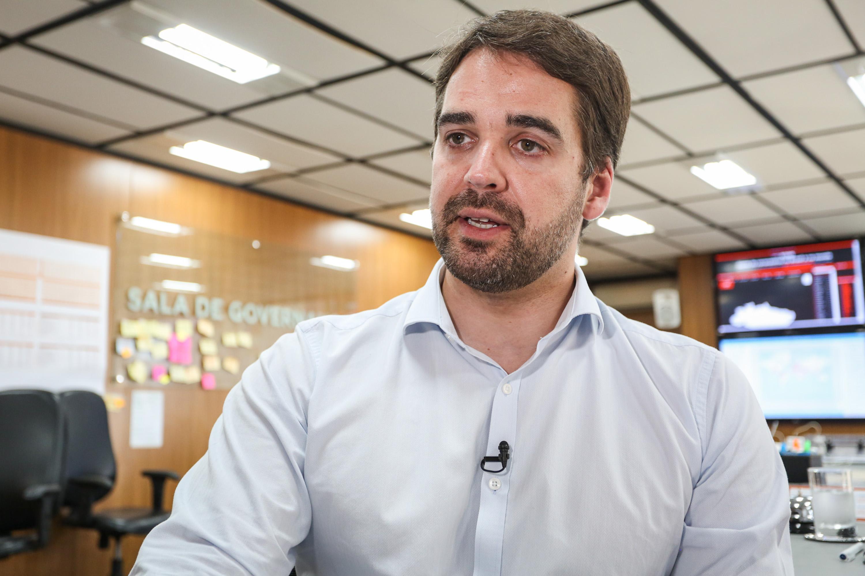 IMAGEM: Ao assumir-se gay, Eduardo Leite cria um fato político