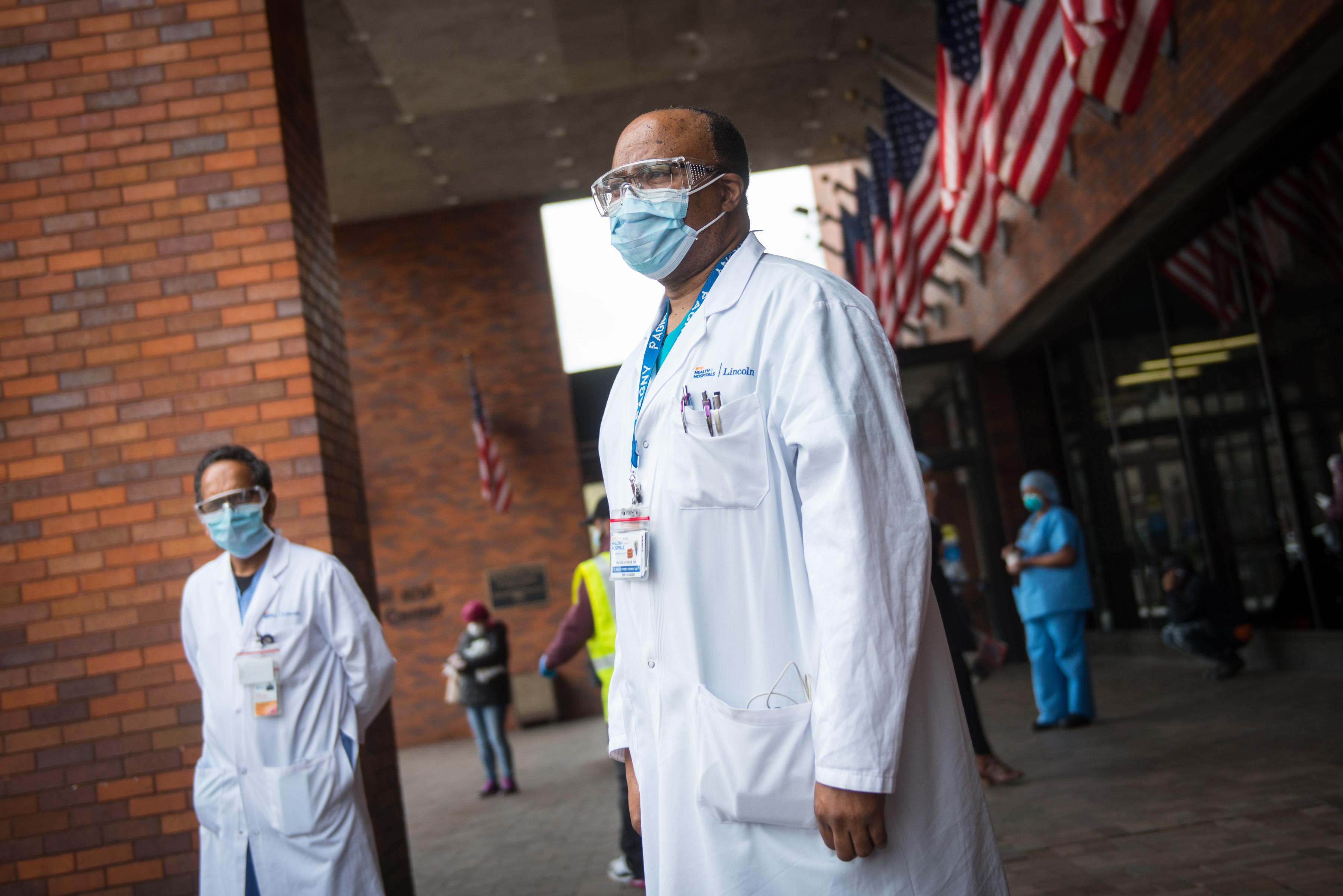 IMAGEM: Covid: EUA voltam a registrar mais de mil mortes diárias pela 1ª vez em cinco meses