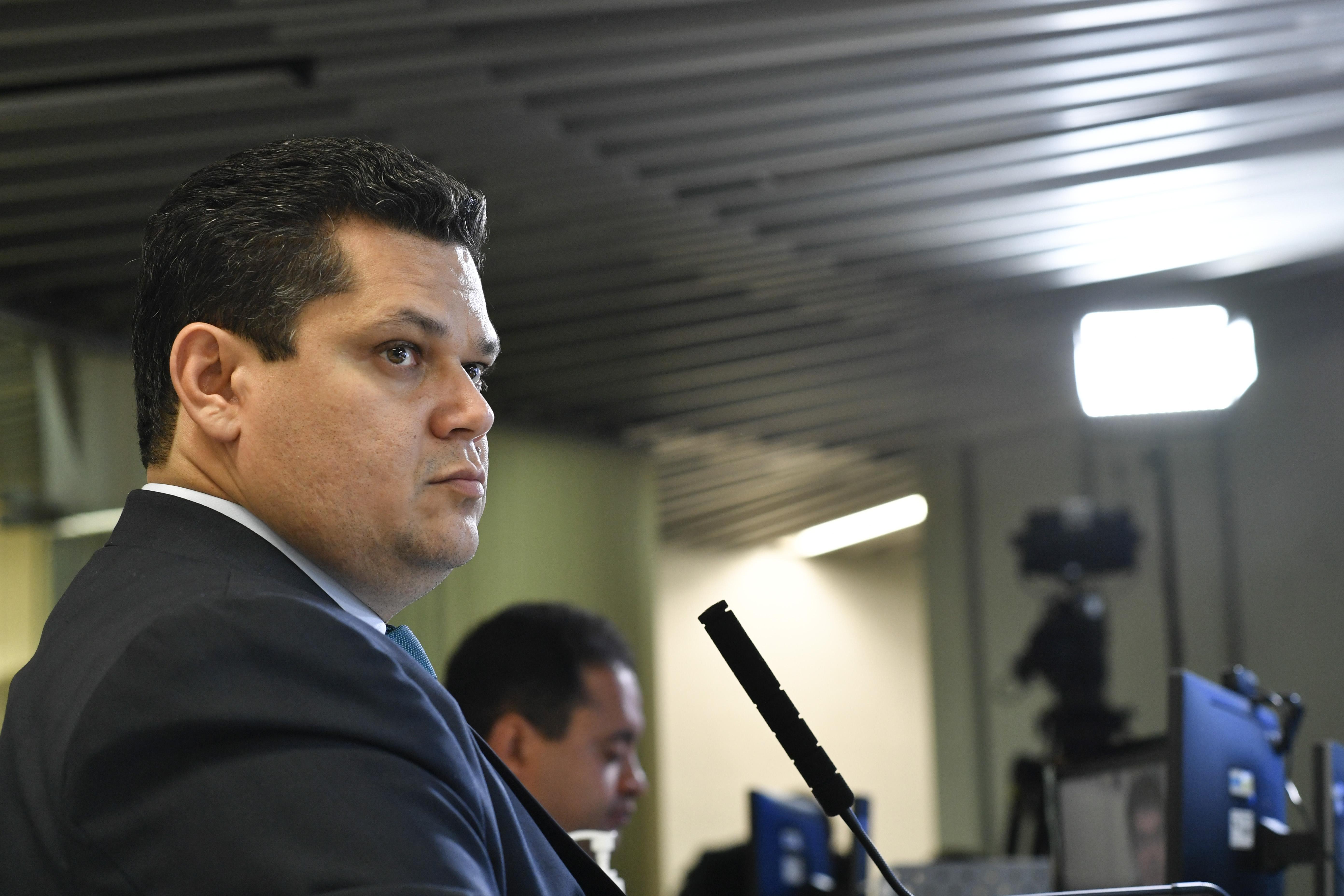 IMAGEM: PTB pede que PGR investigue Alcolumbre por travamento de impeachment de ministros do STF