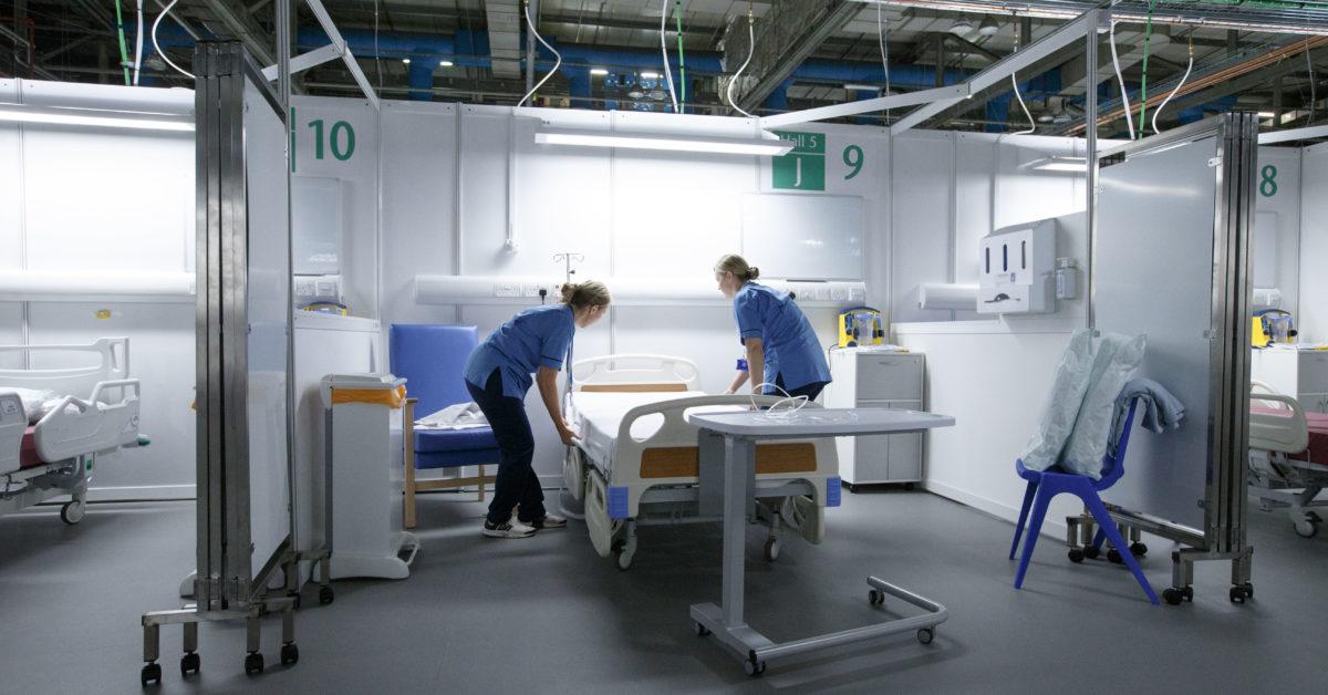 IMAGEM: Reino Unido reativa hospitais de campanha