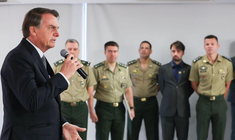 IMAGEM: 54% rejeitam nomeação de militares no governo Bolsonaro, diz Datafolha