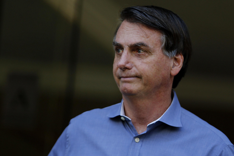 IMAGEM: Bolsonaro se reúne com ministros militares