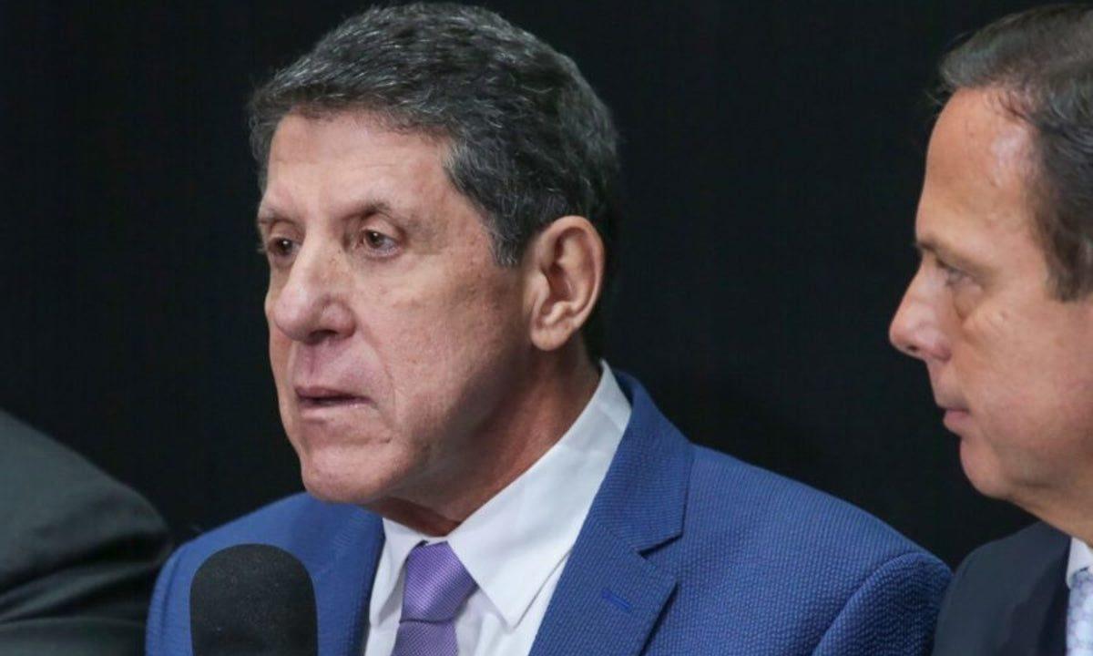 IMAGEM: Justiça manda gerente de farmácia pagar R$ 11 mil por vazar receita de David Uip