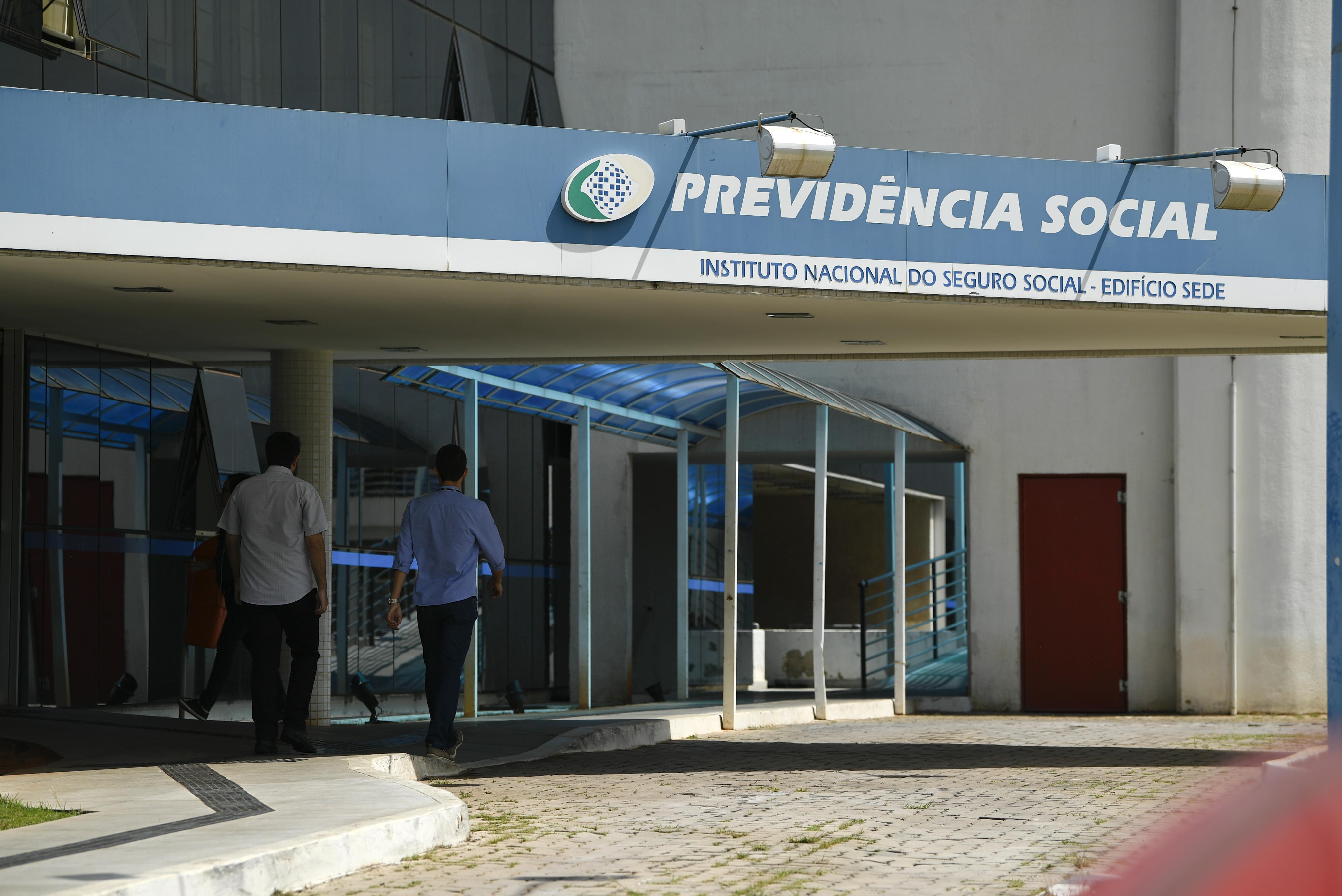 IMAGEM: Médicos comemoram suspensão de atendimento presencial no INSS