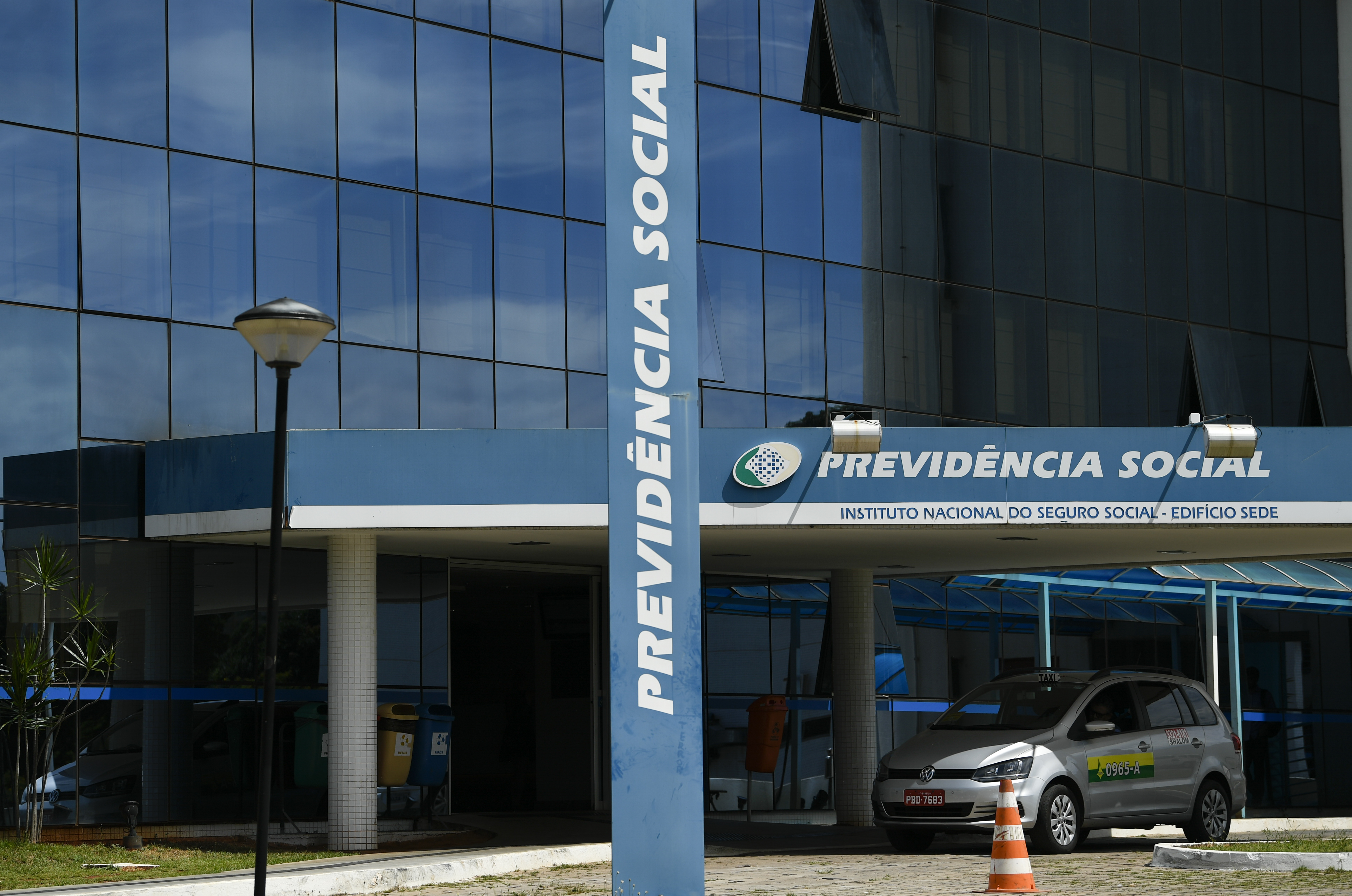 IMAGEM: Agências do INSS retomam atendimento presencial na segunda