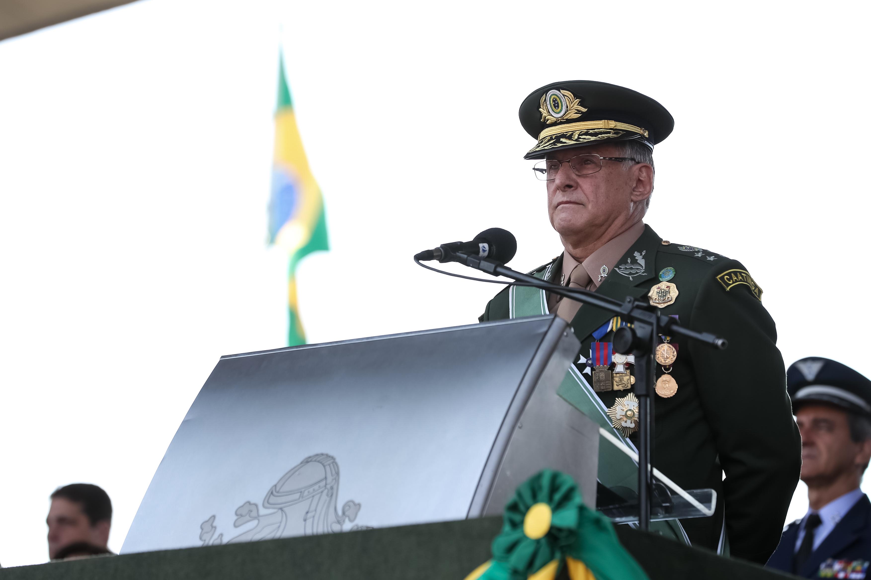 IMAGEM: Comandante do Exército volta a dizer que instituição 'não tem partido'
