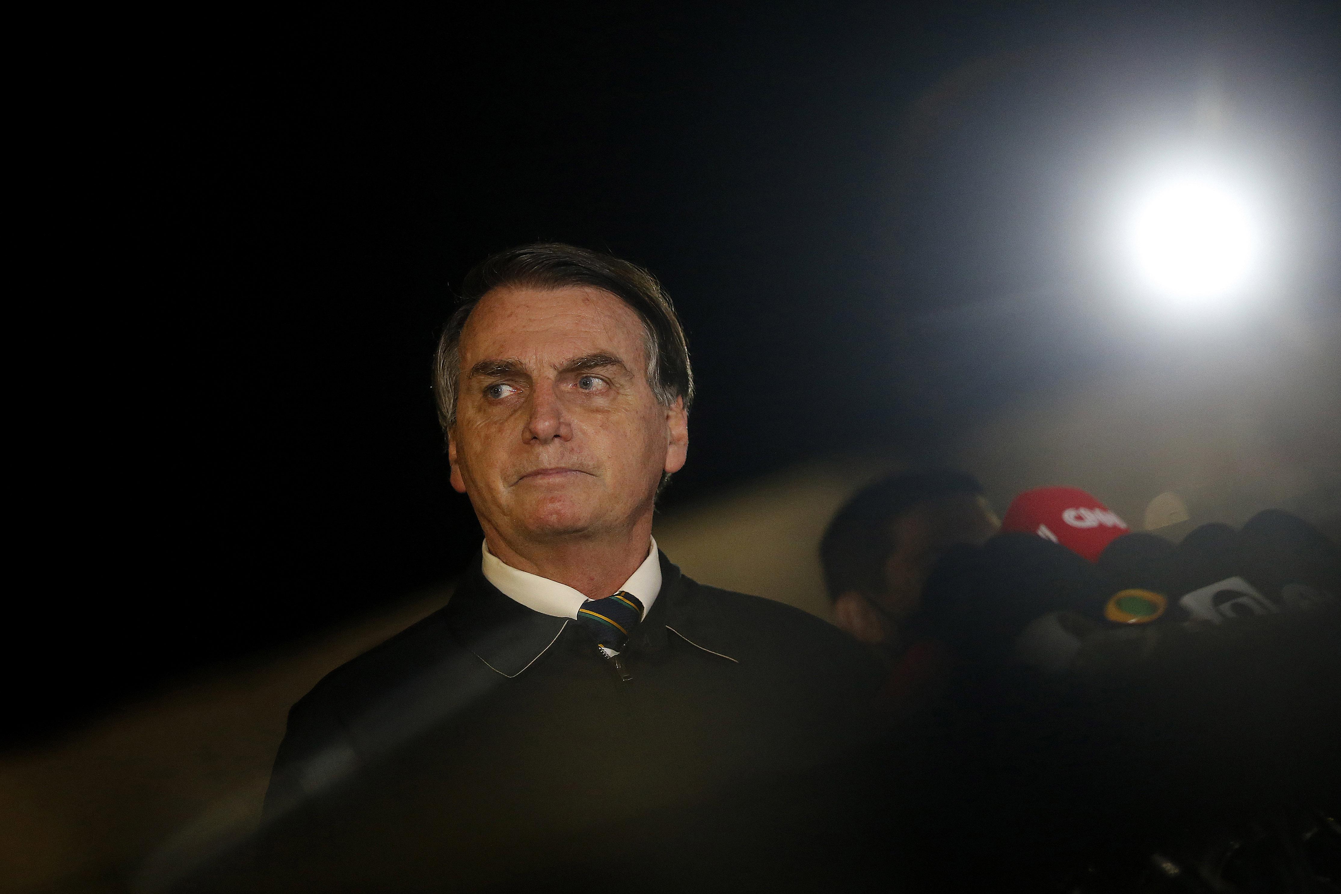 IMAGEM: Bolsonaro envia Ernesto e comitiva a Israel atrás de spray 'milagroso' contra Covid