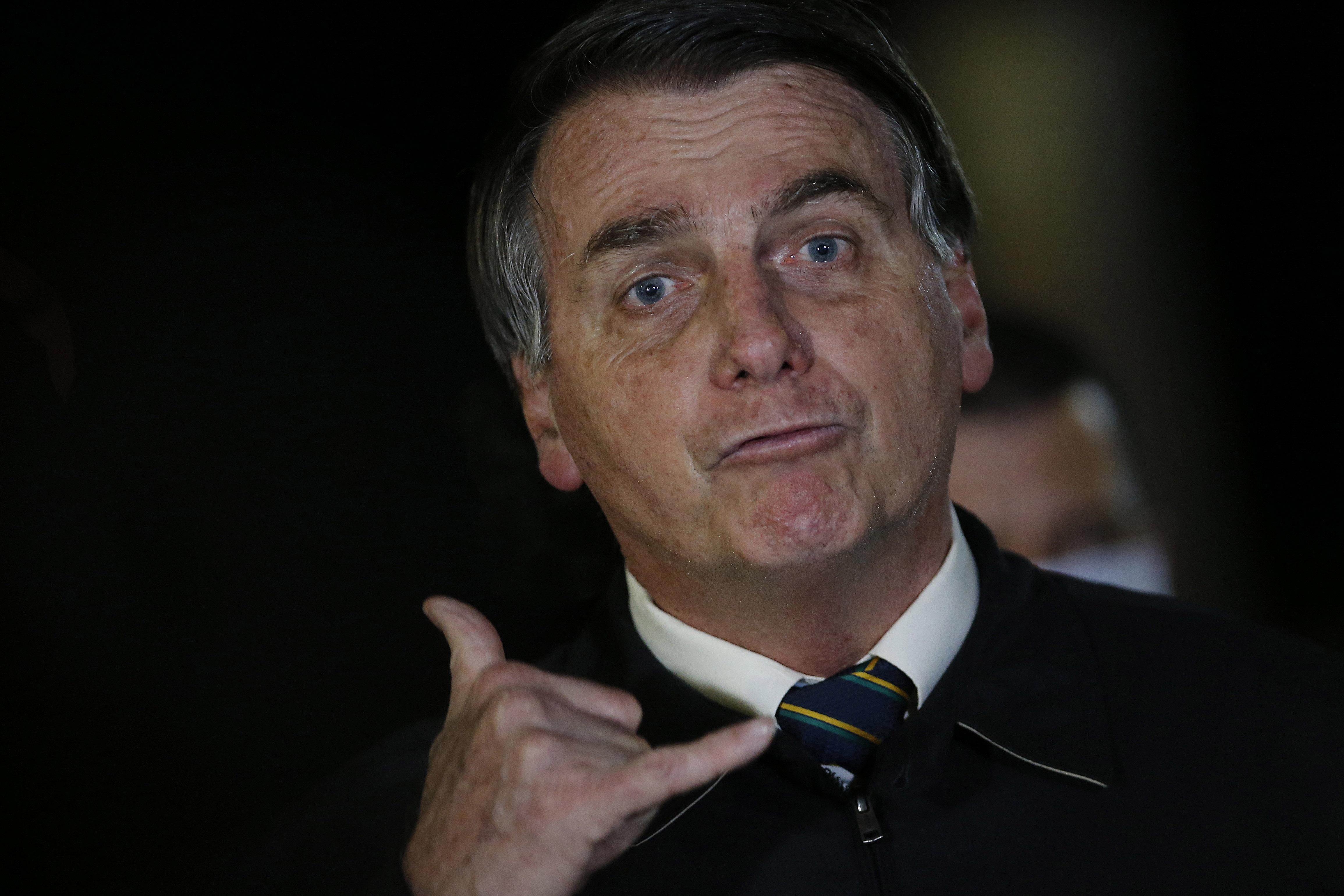 IMAGEM: Bolsonaro de volta ao 'paraíso dos picaretas'
