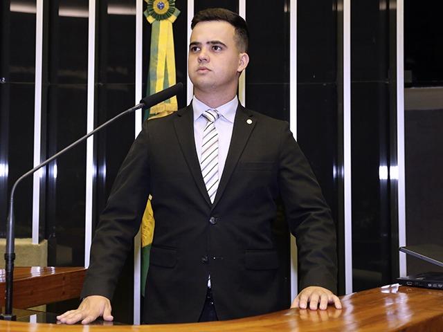 IMAGEM: STF rejeita queixa de funkeira contra deputado bolsonarista