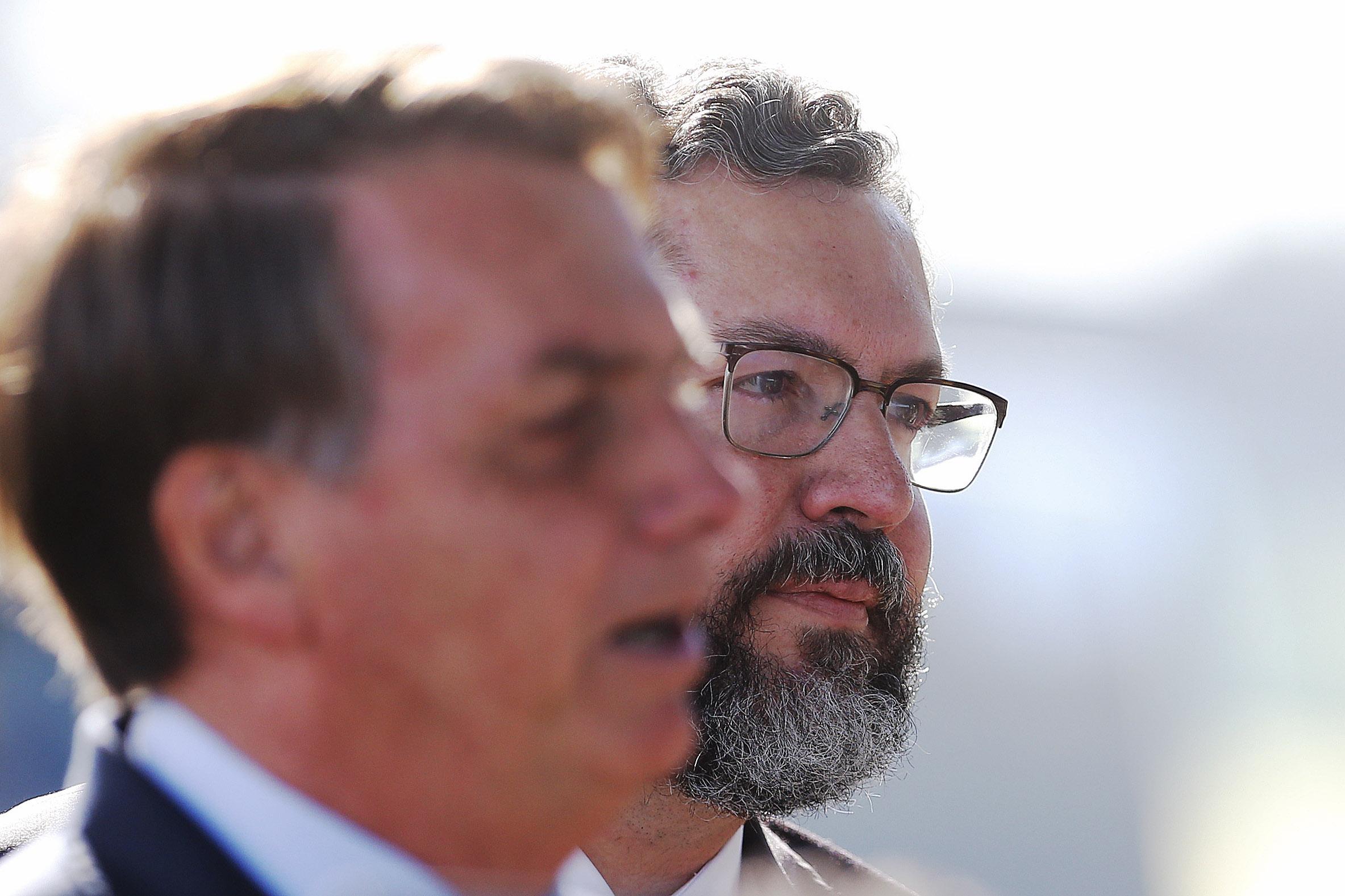 """IMAGEM: Bolsonaro: """"Sai daqui, você já foi ouvida"""""""
