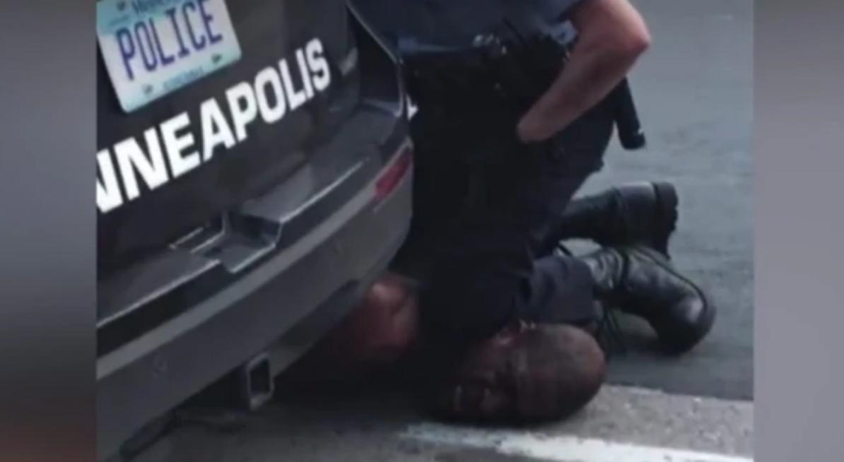 IMAGEM: Polícia e manifestantes entram em confronto nos EUA após morte de homem negro