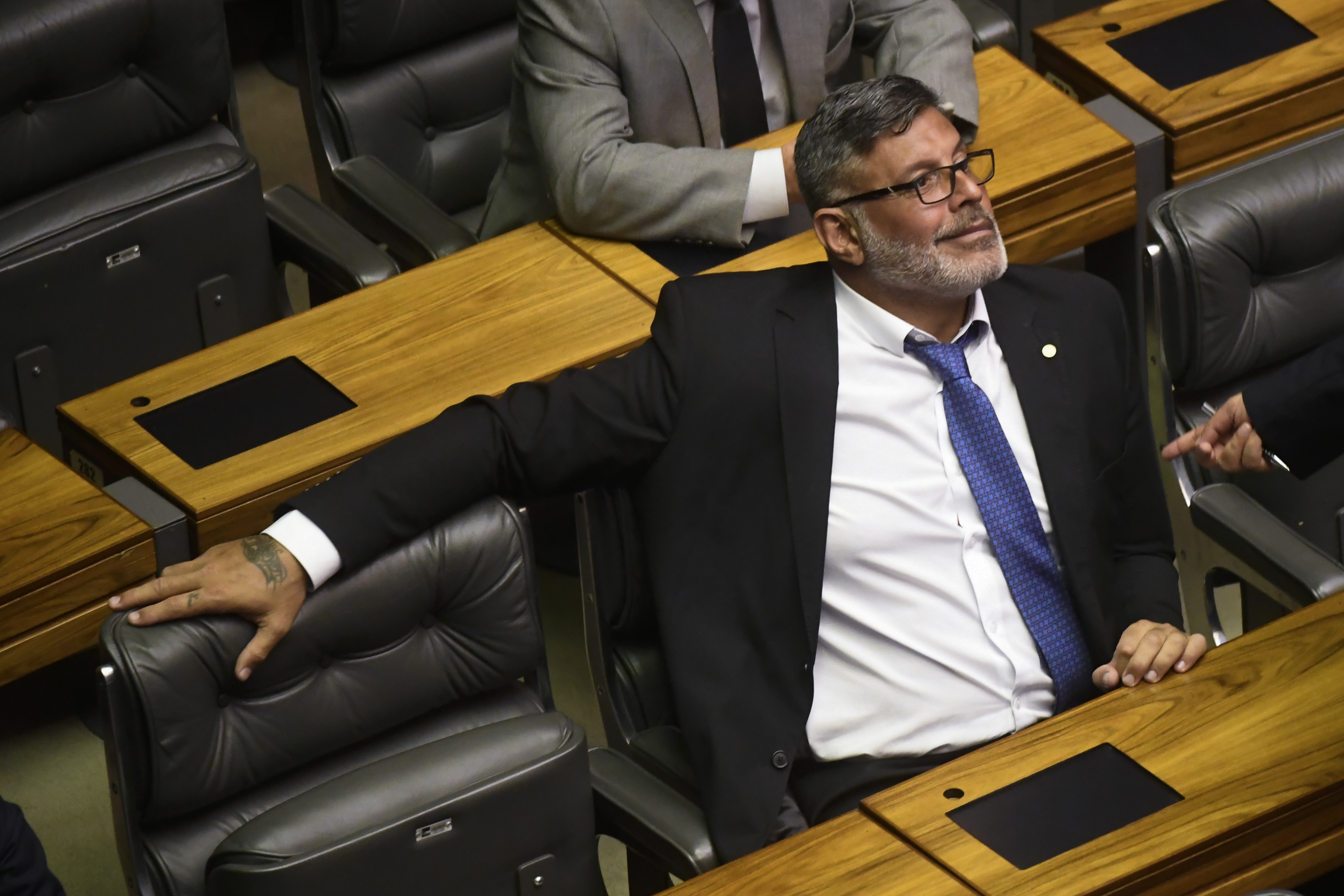 """IMAGEM: """"Bolsonaro vai fazer Ricardo Barros de 'boi de piranha'"""", diz Frota"""