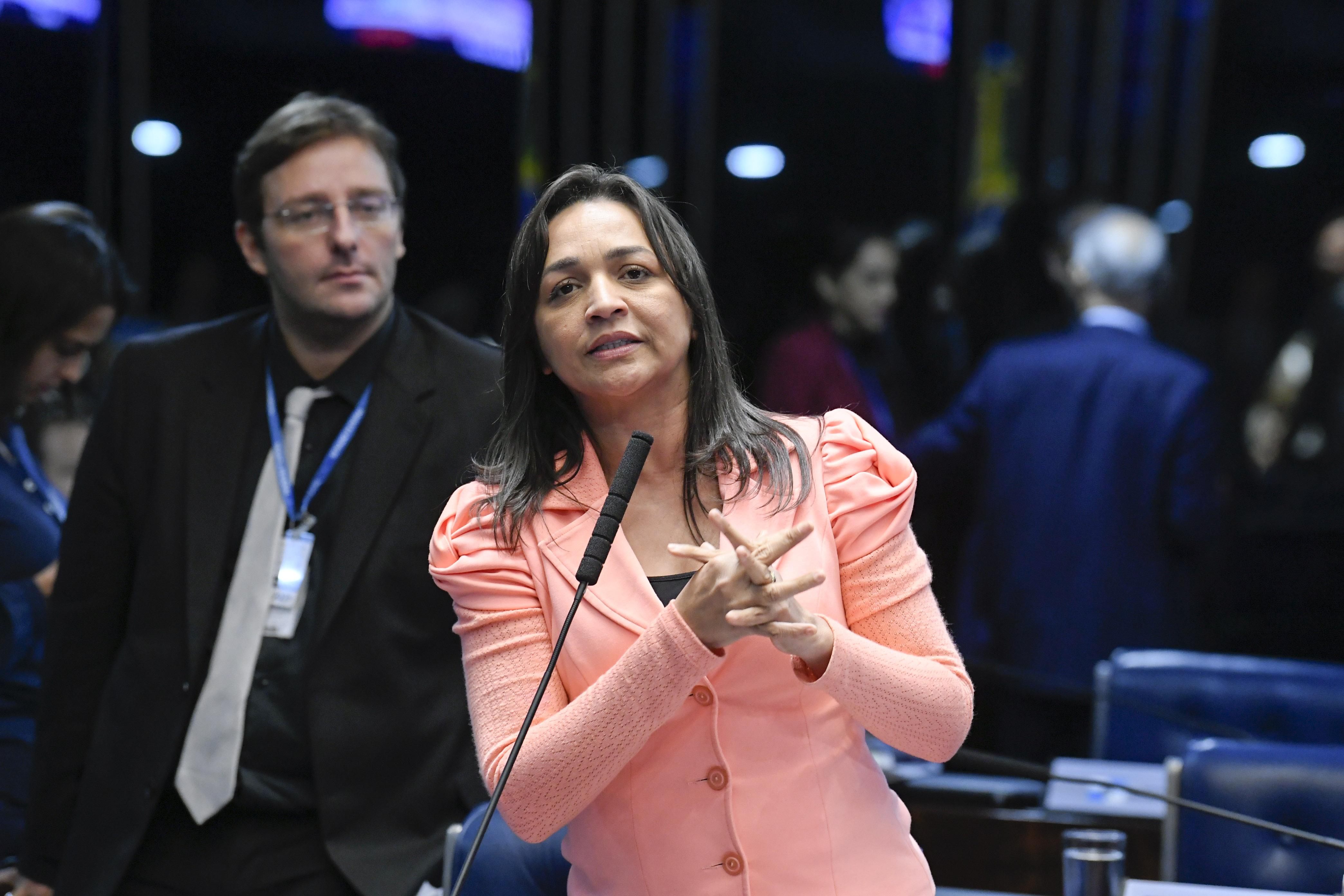 """IMAGEM: Eliziane Gama para Marcos Rogério: """"Não venha gritar aqui"""""""