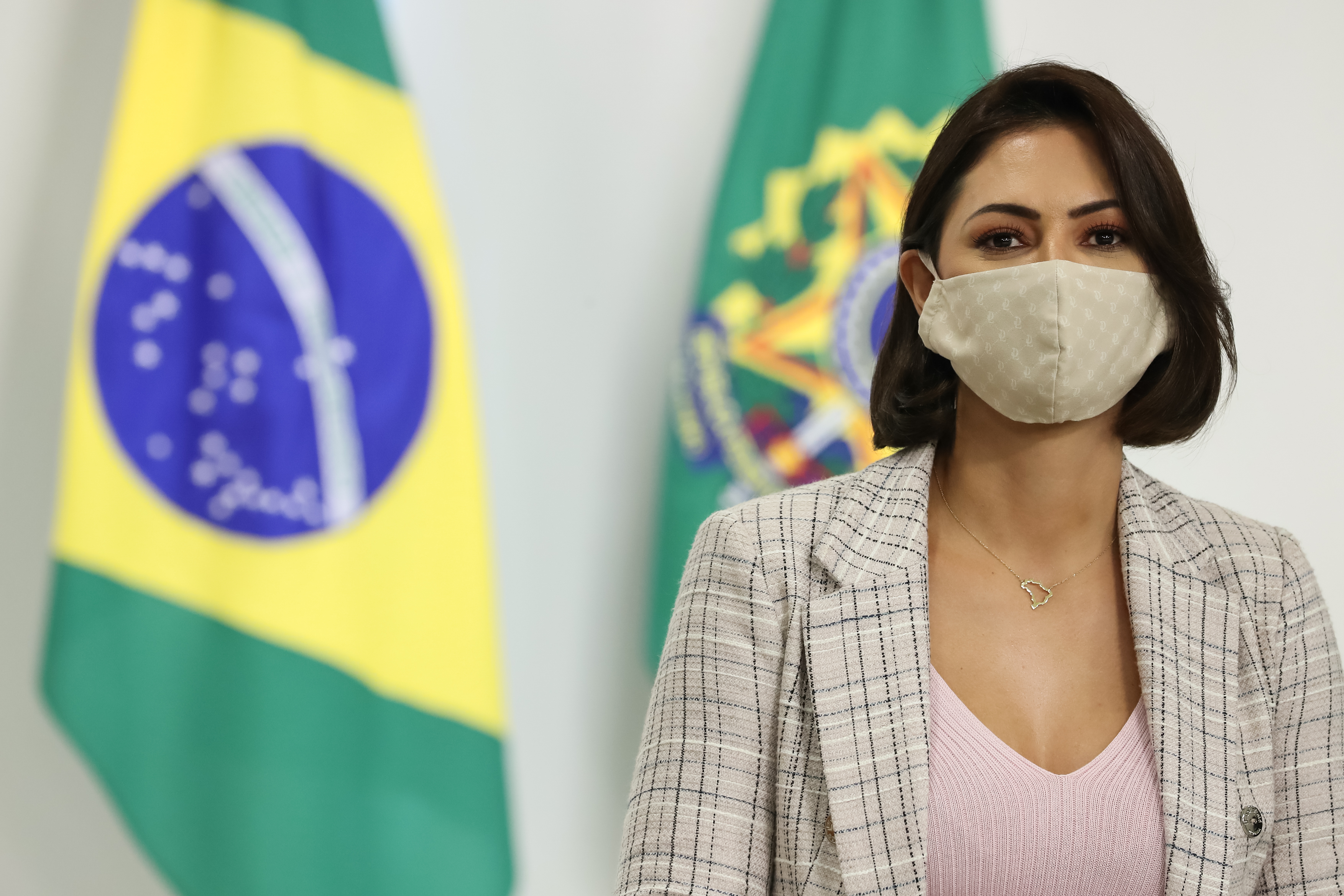 IMAGEM: Guedes libera Bolsonaro para sancionar projeto apoiado por Michelle