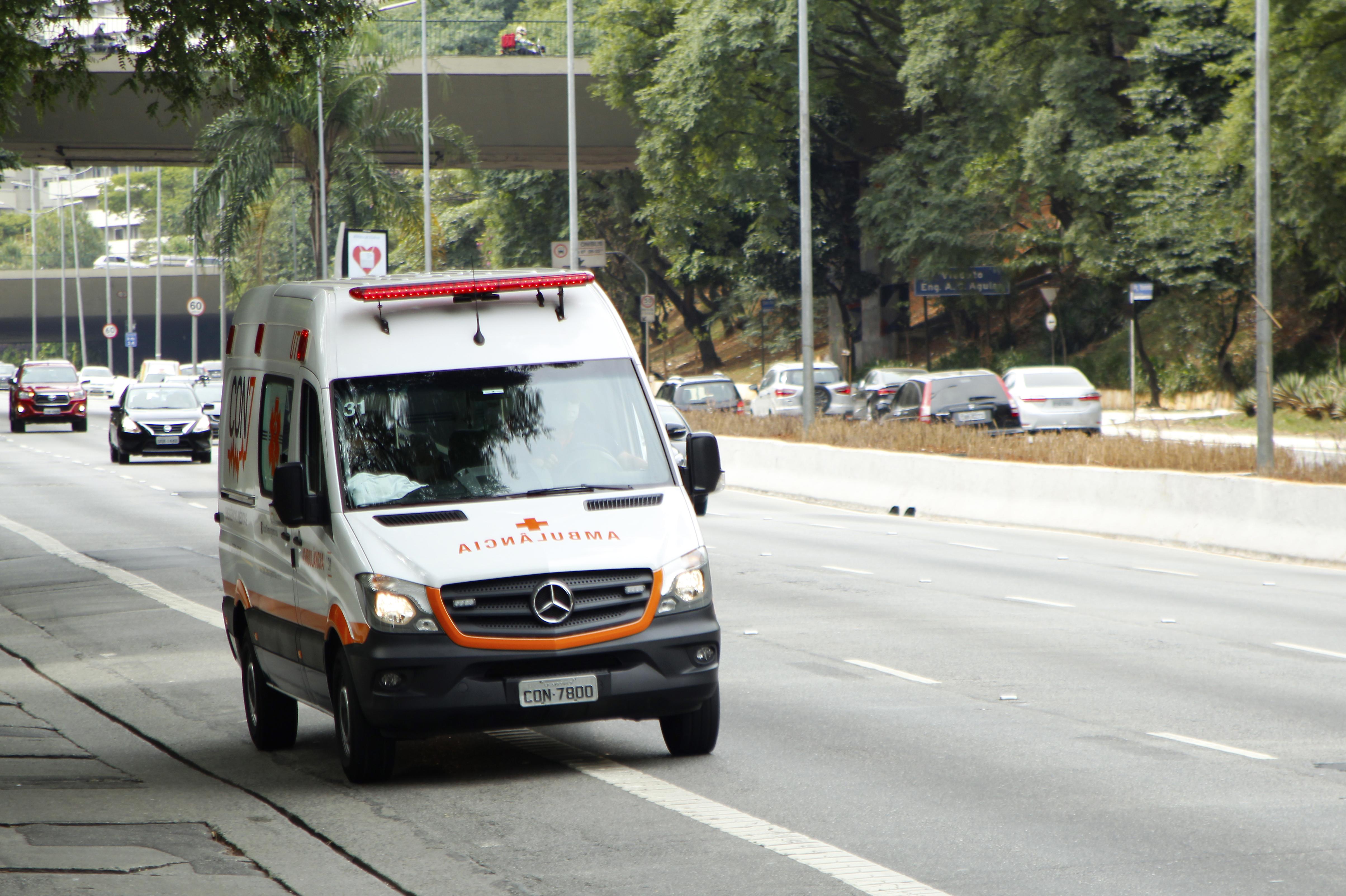 IMAGEM: Média móvel de mortes bate novo recorde