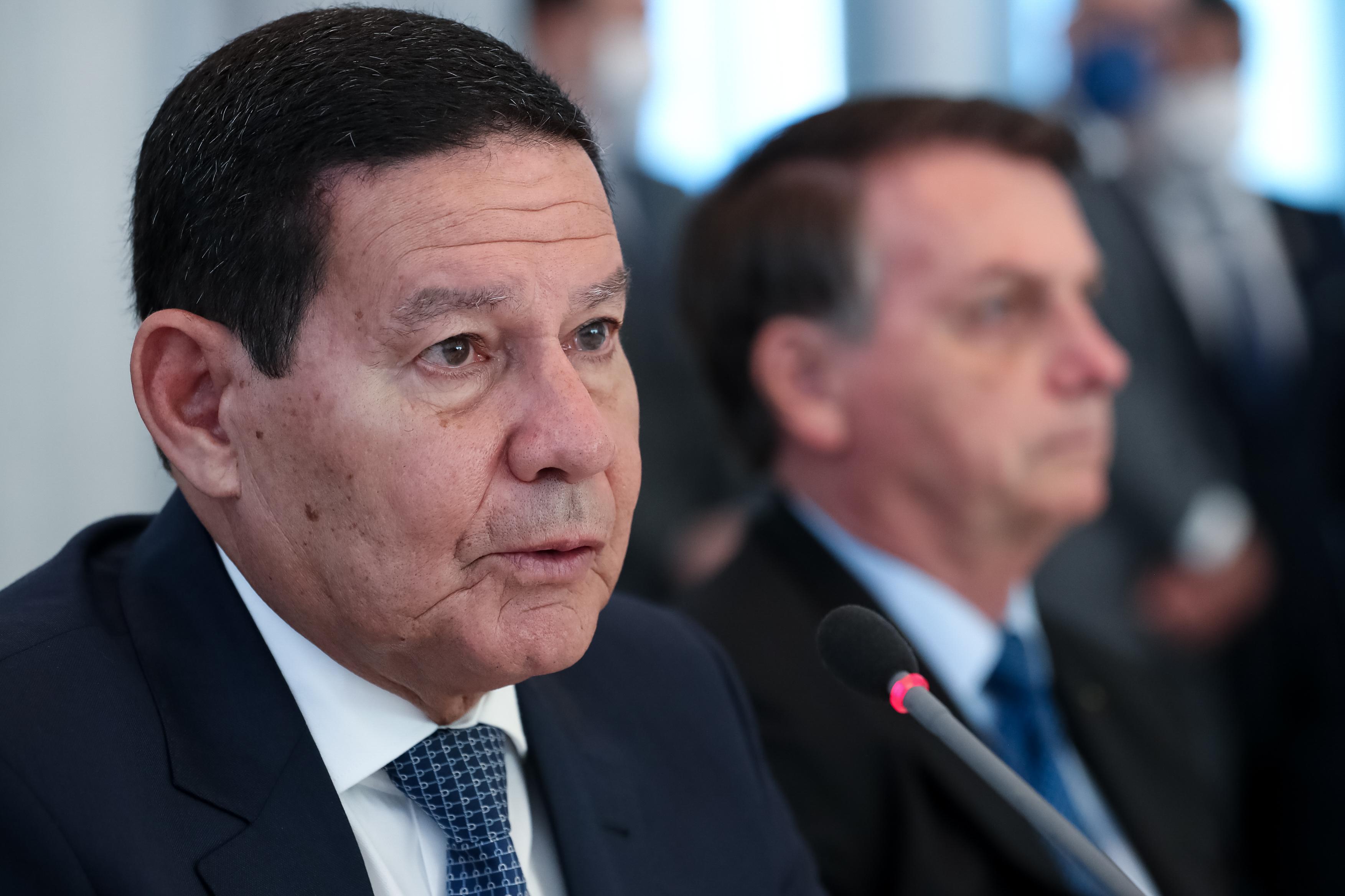 IMAGEM: Mourão defende que Bolsonaro se preserve