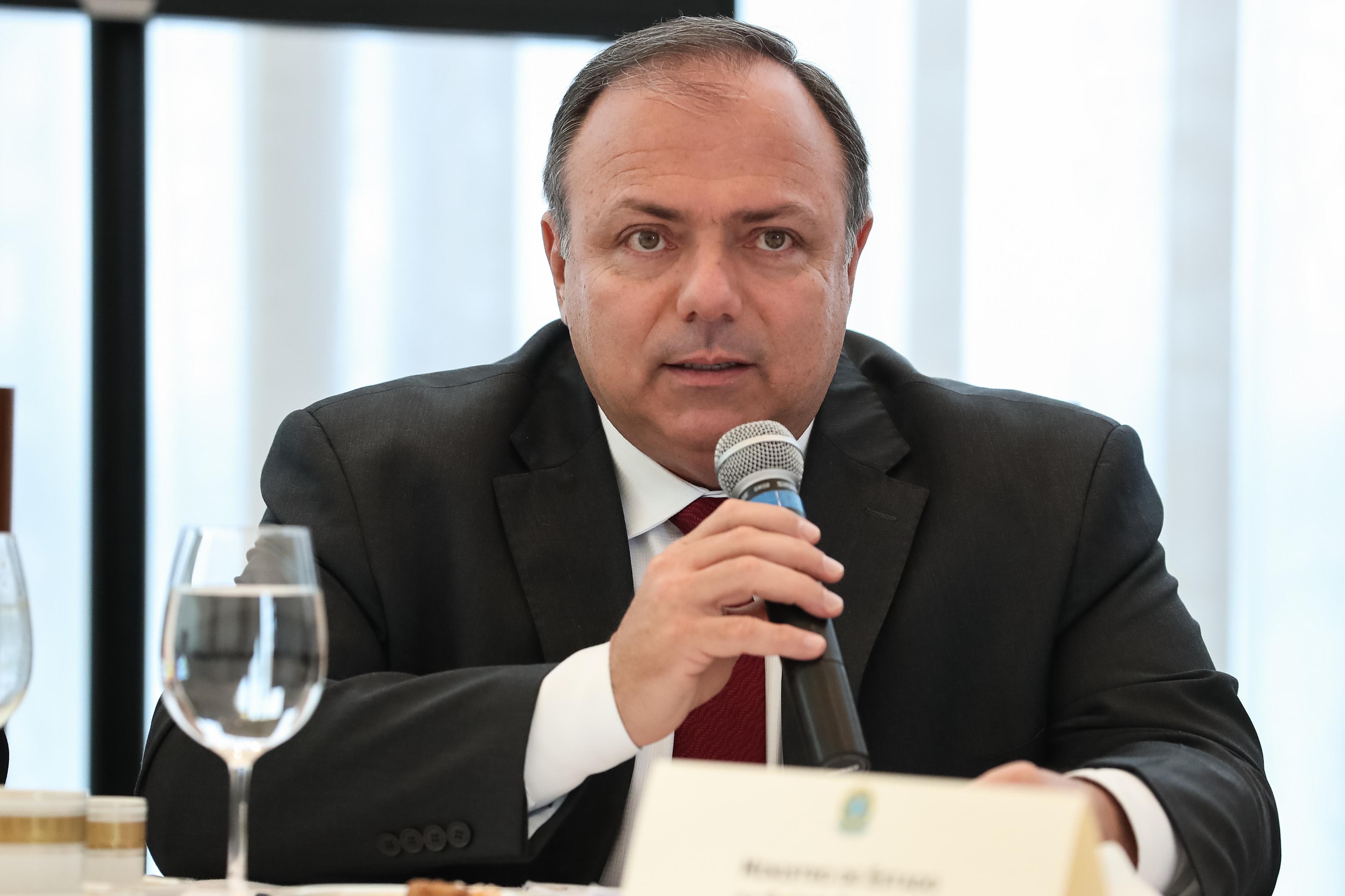 """IMAGEM: General Pazuello, o interino permanente: """"Ainda estou na ativa: ordem tem que ser cumprida"""""""