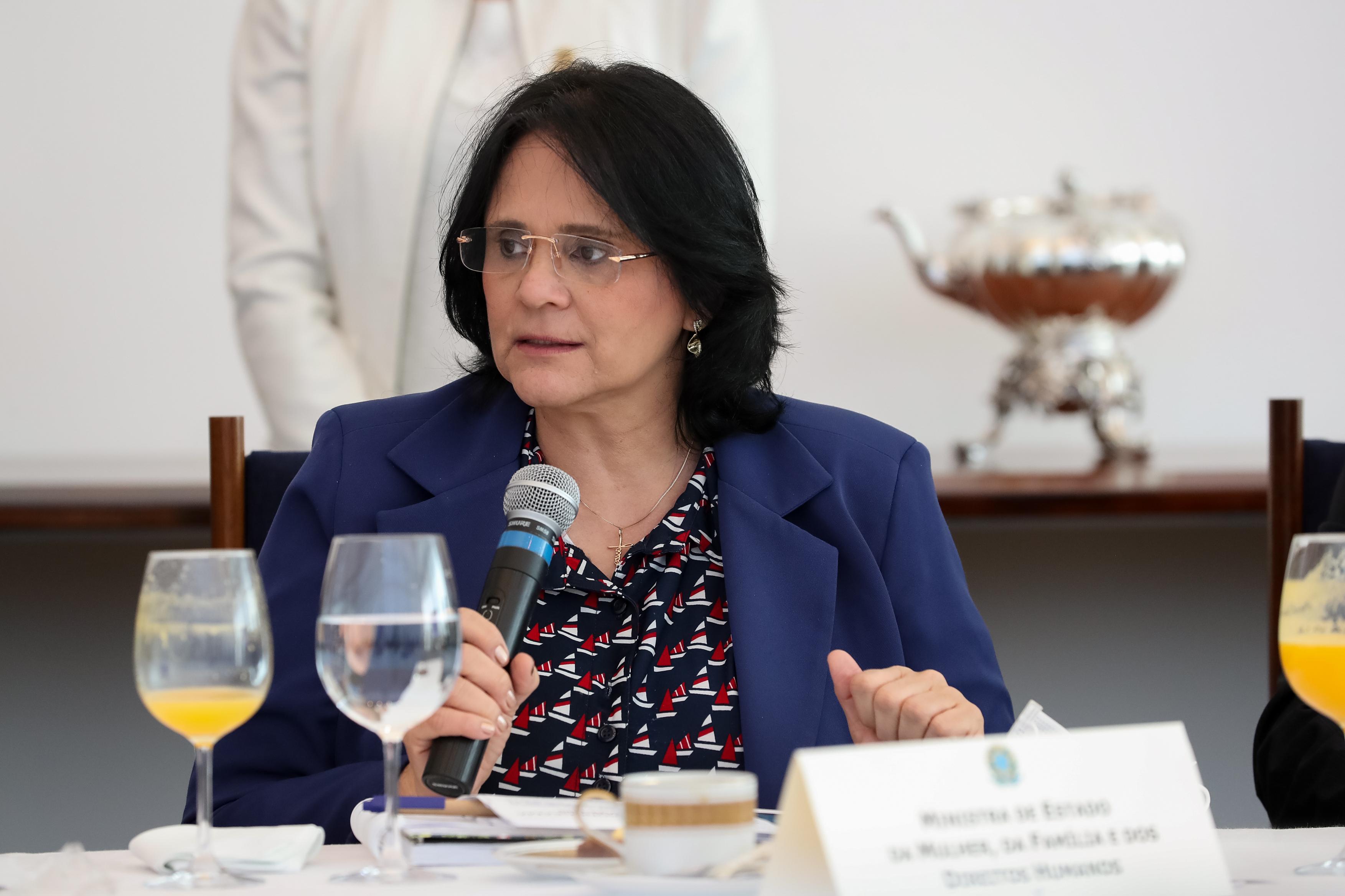 IMAGEM: STF envia à PGR acusação contra Damares por fala sobre prender governadores