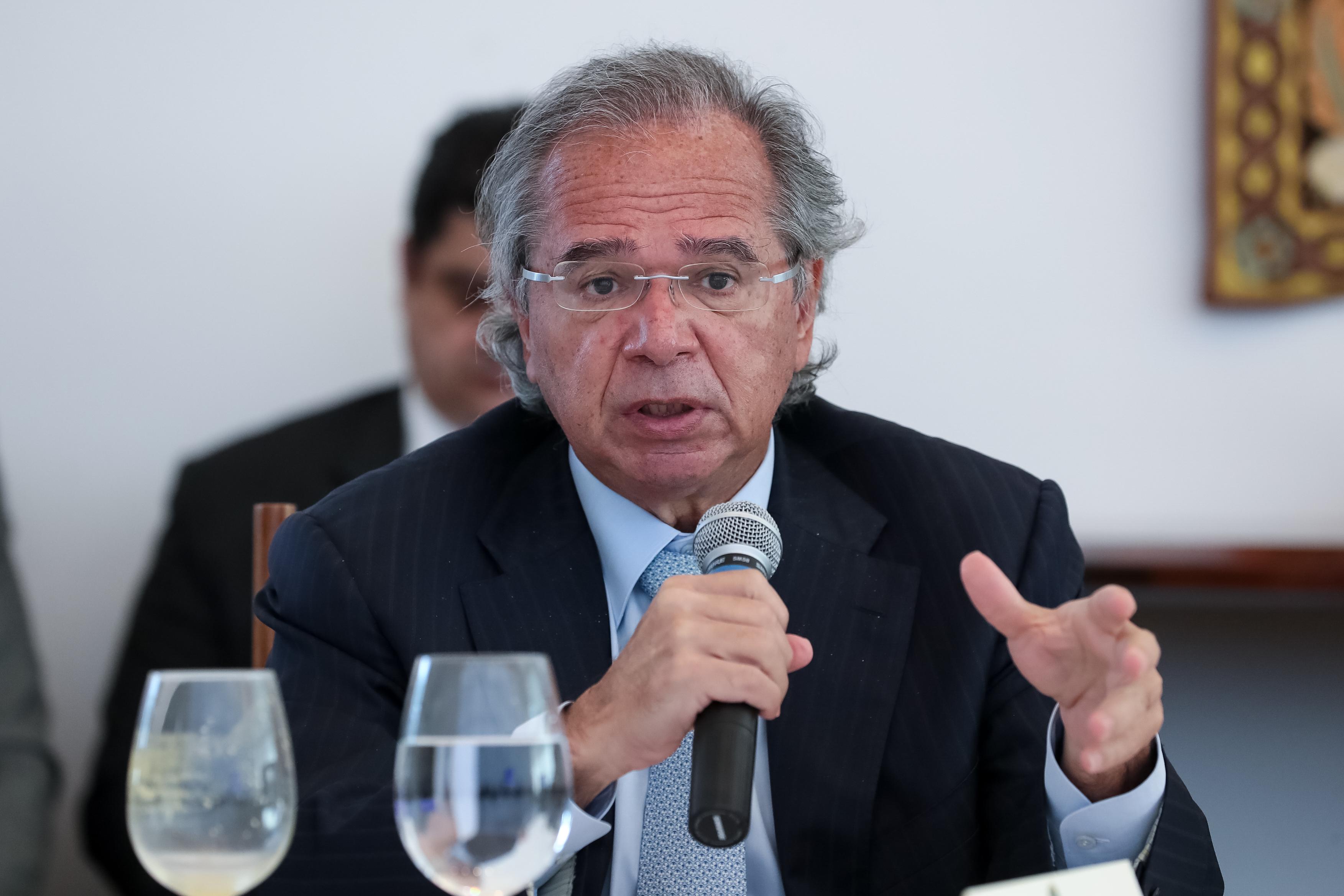 IMAGEM: Guedes e ministro argentino trocam farpas em reunião do Mercosul