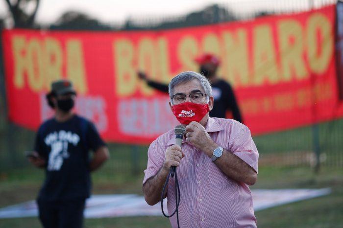 IMAGEM: Manifestantes pró e contra Bolsonaro promovem atos diante do TSE
