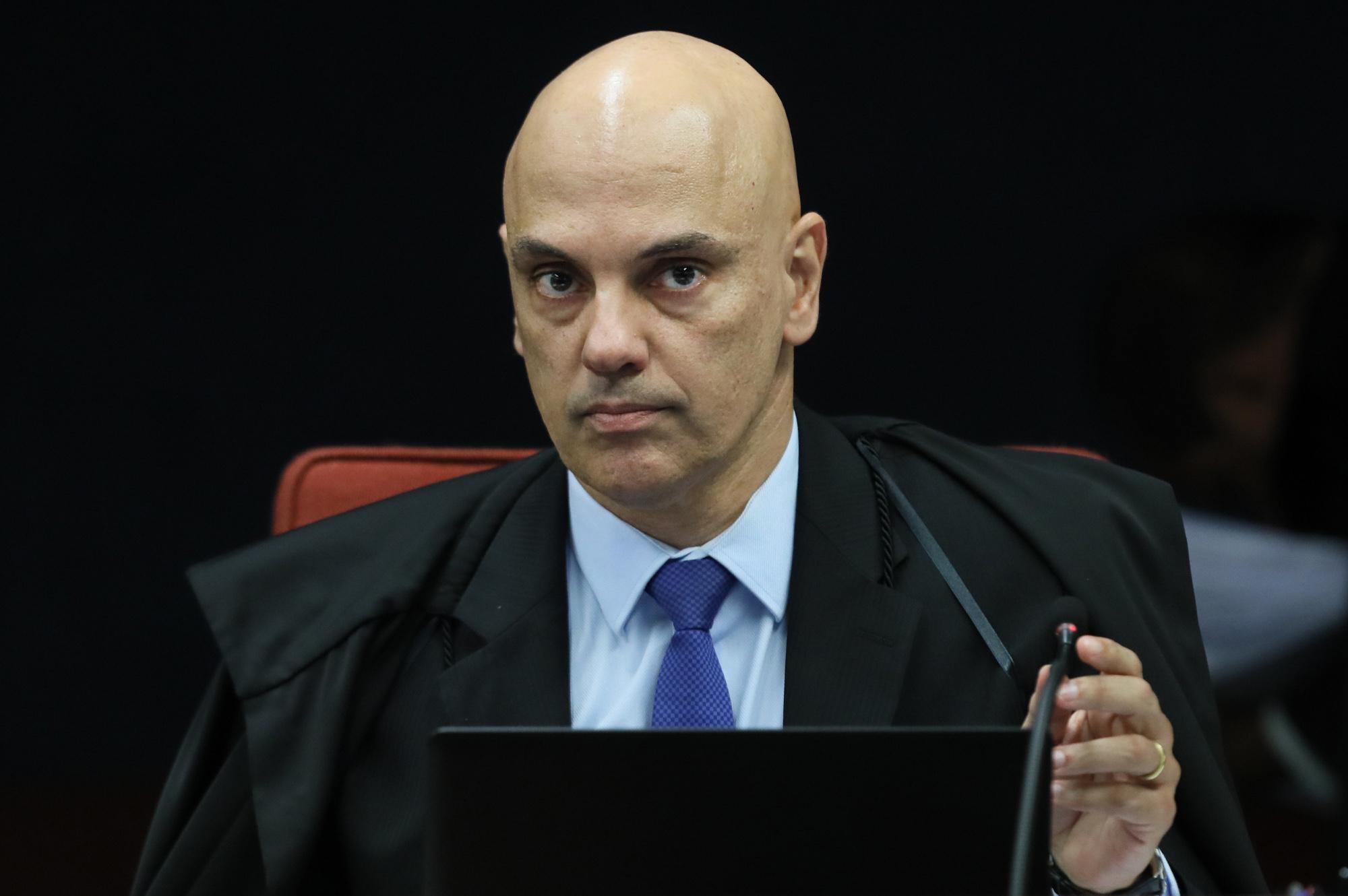 IMAGEM: Moraes recebe desagravo do TSE após Bolsonaro pedir seu impeachment