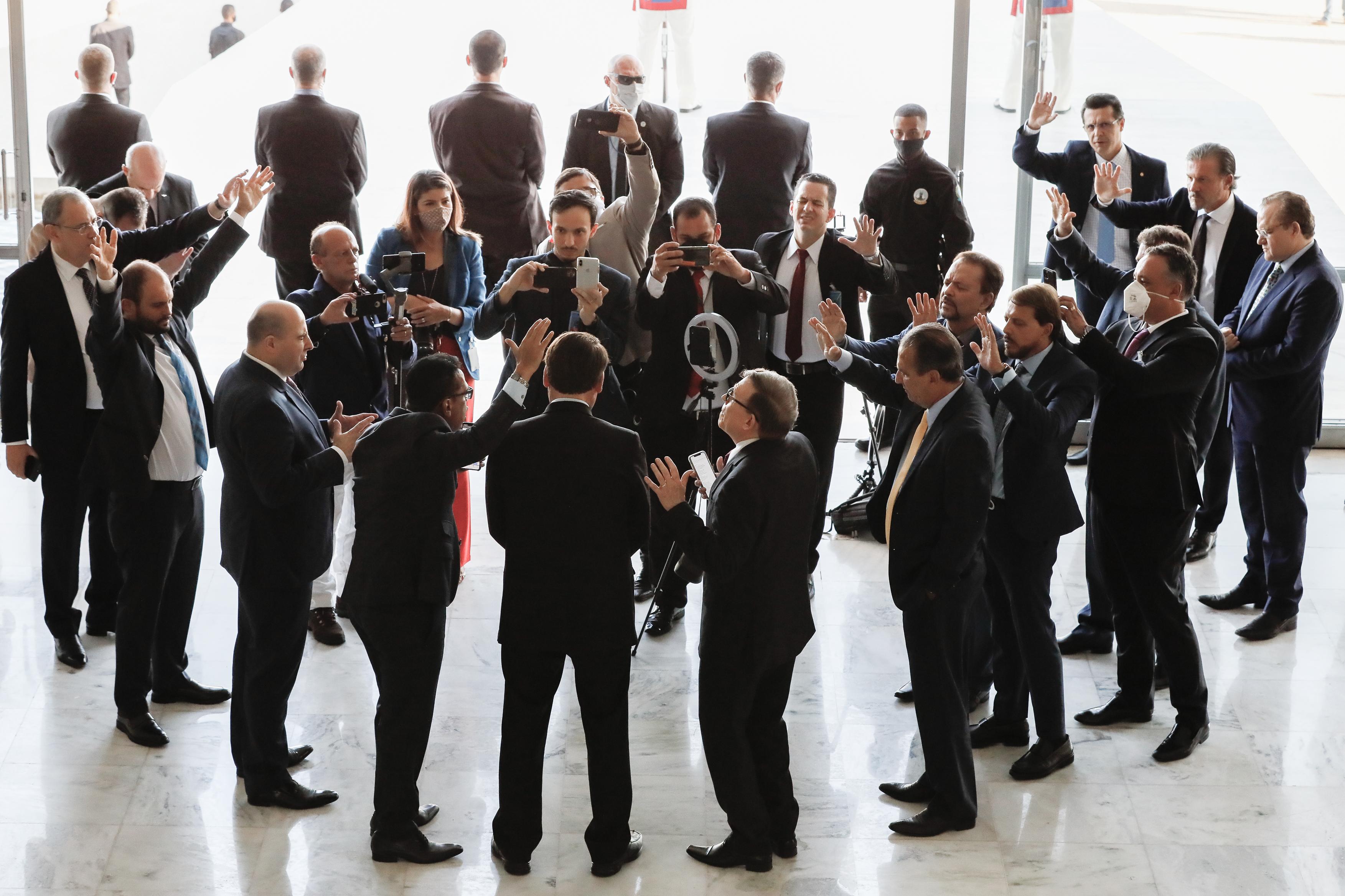 IMAGEM: A força da bancada evangélica na escolha de Bolsonaro para o MEC
