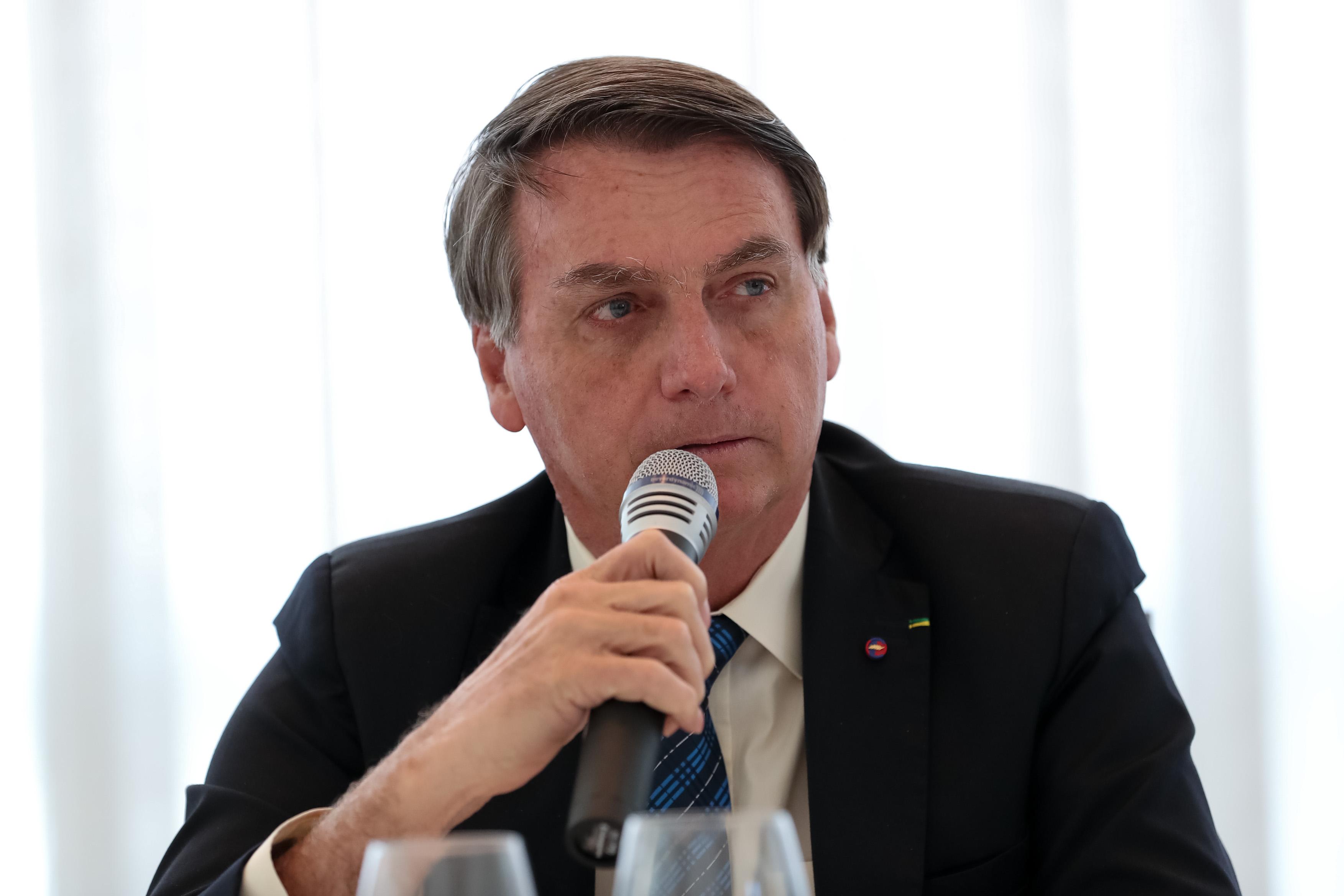 IMAGEM: Com 5 ministros afastados, Bolsonaro promove reunião ministerial