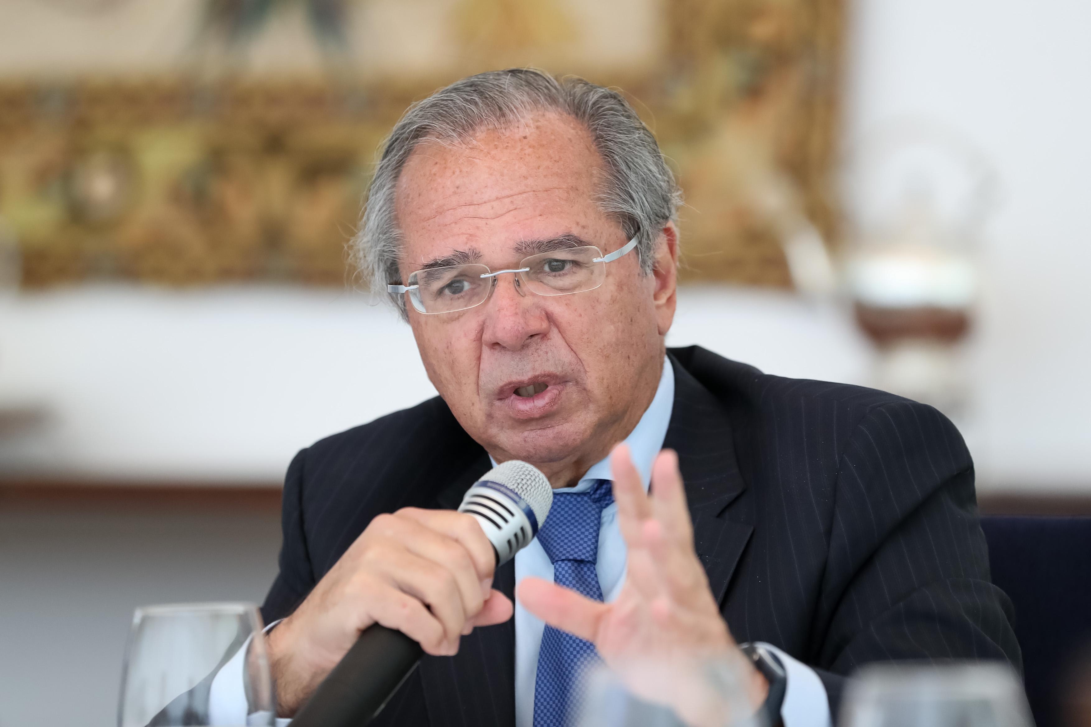IMAGEM: Guedes: economia está 'muito mais saudável' com dólar a R$ 5 e juro baixo