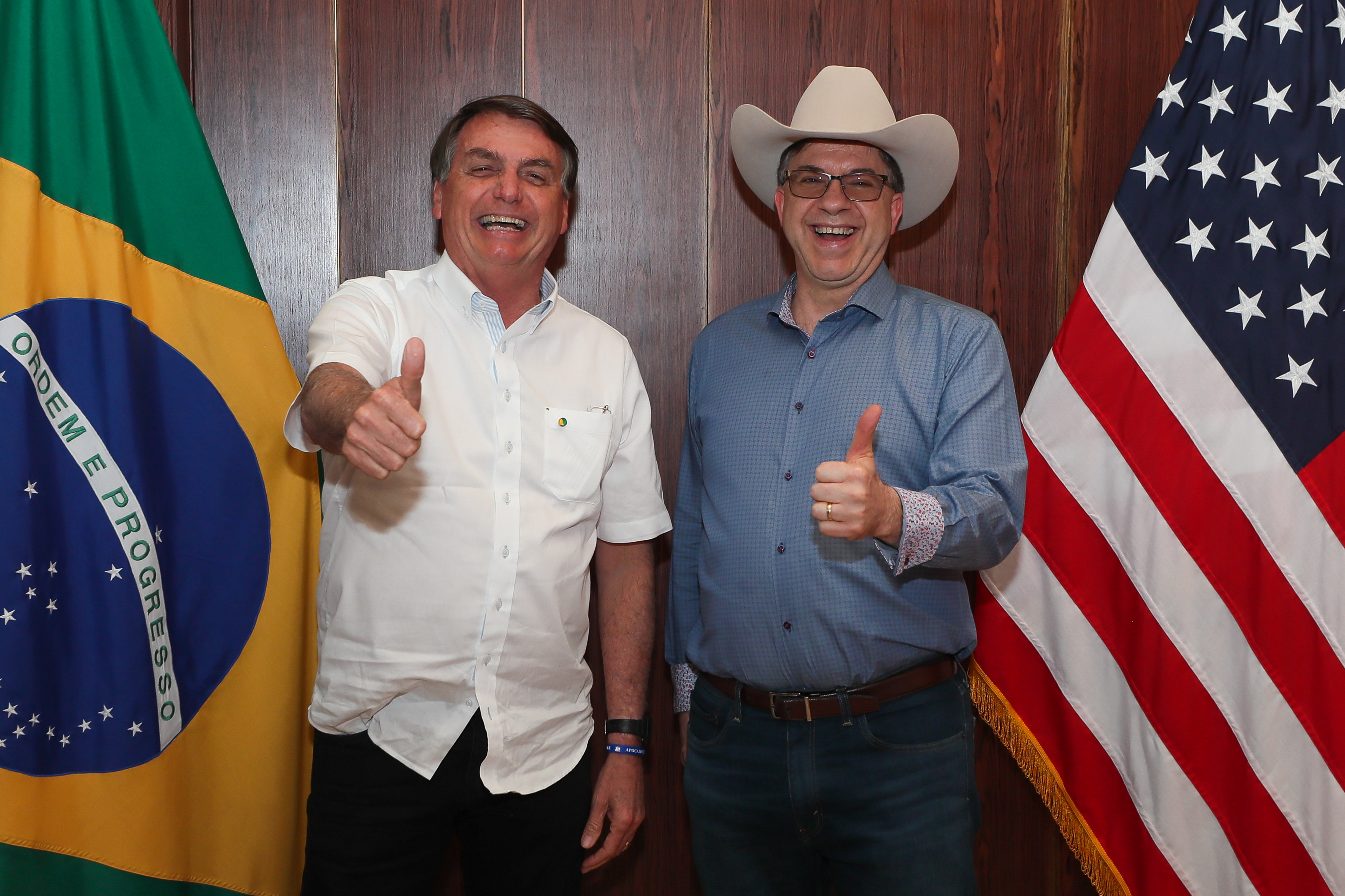 IMAGEM: Jair Bolsonaro e o senhor embaixador