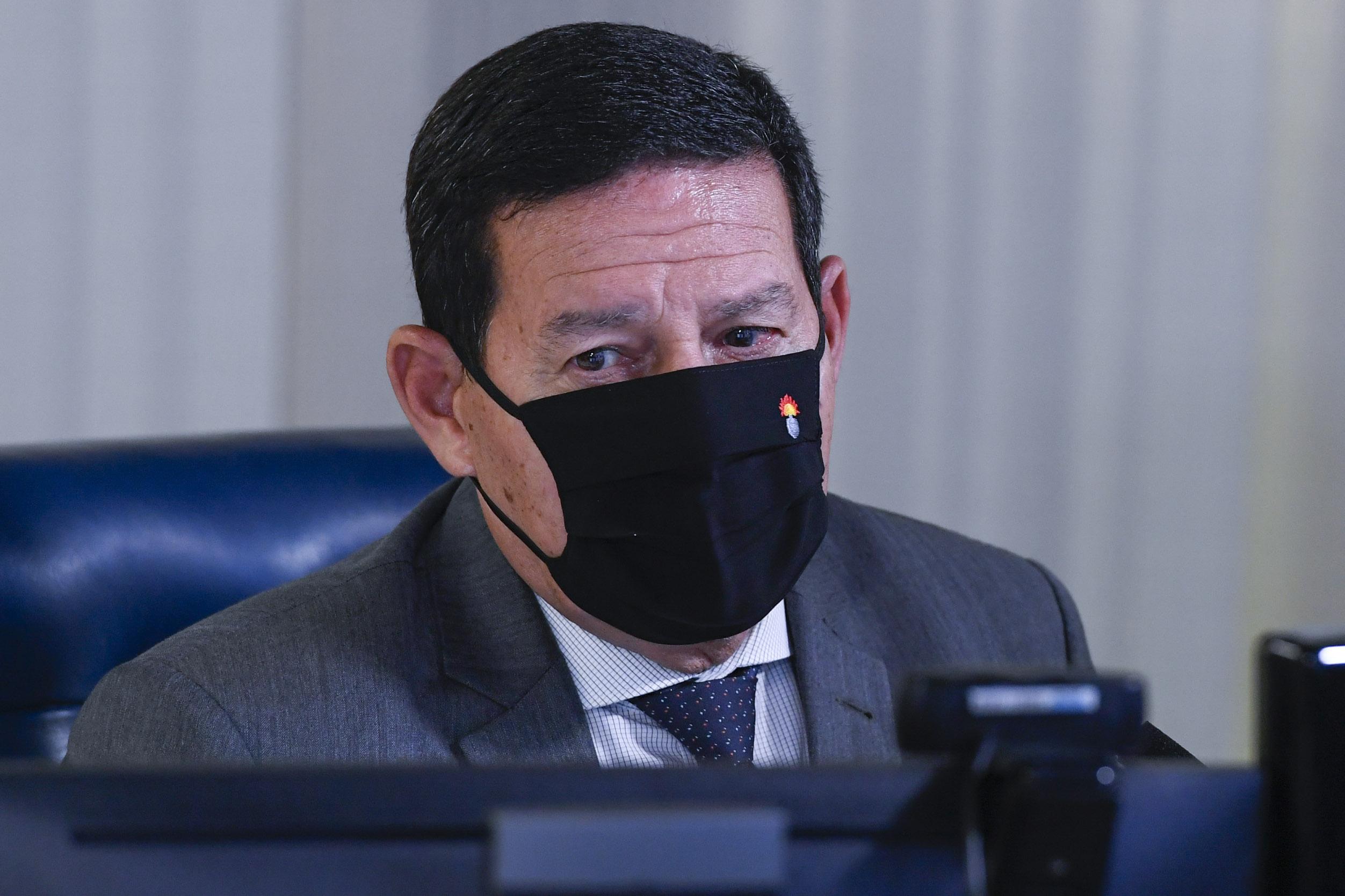 """IMAGEM: """"Pessoas se exasperam por não conseguir atingir objetivos"""", diz Mourão sobre debandada"""