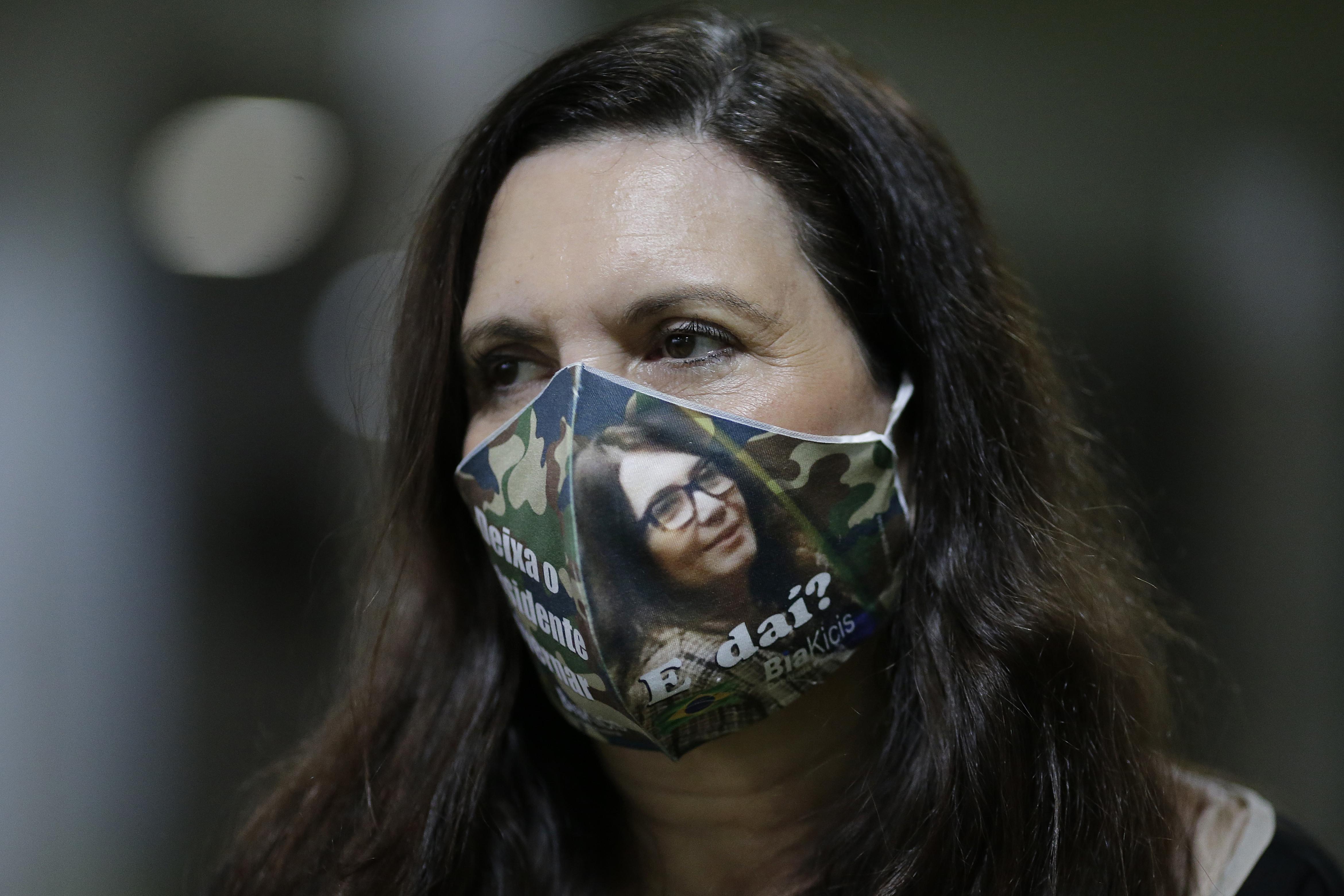 IMAGEM: Bia Kicis é alvo de notícia-crime por racismo
