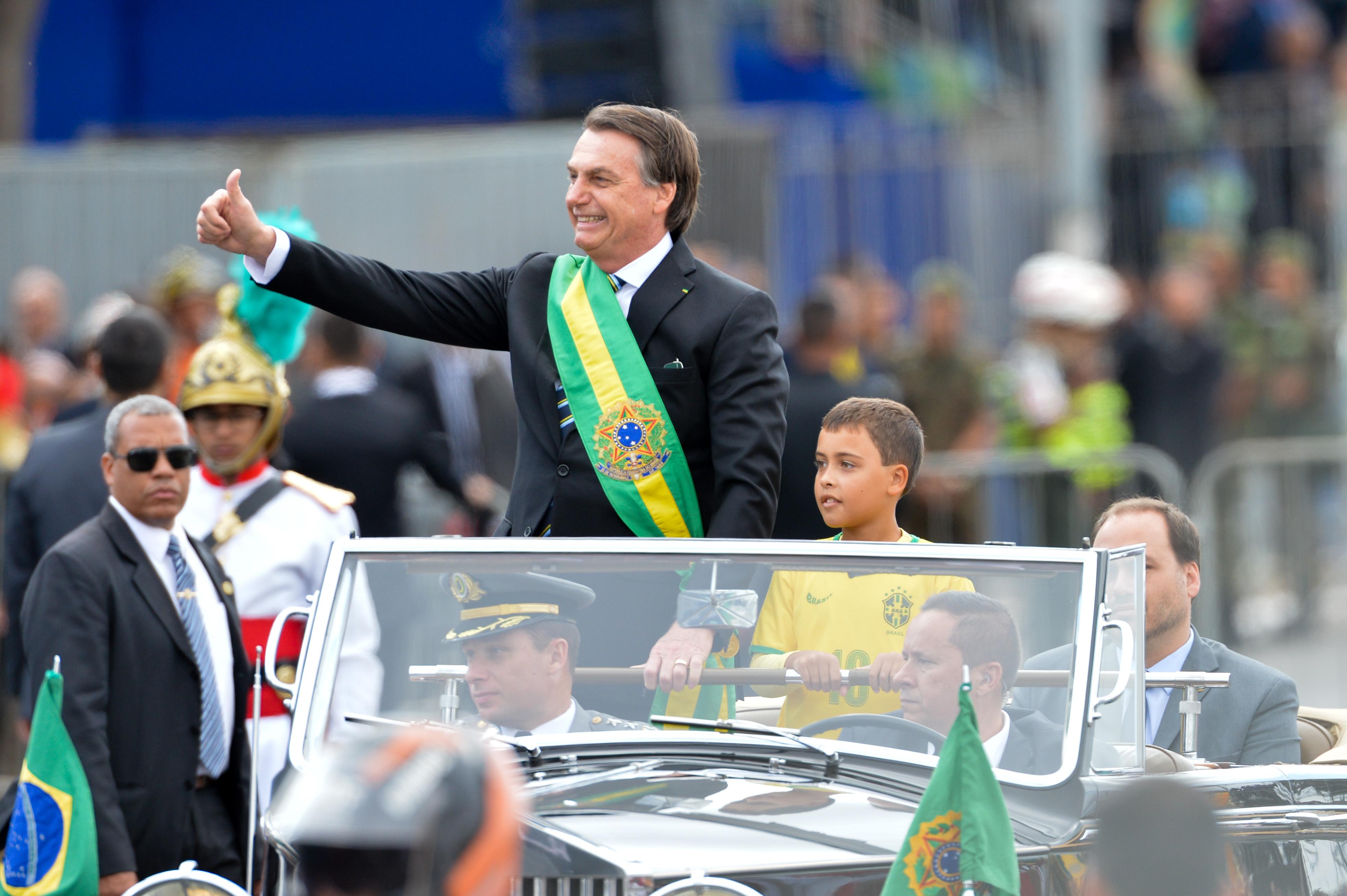 IMAGEM: MP de Bolsonaro estica prazo para projeto que beneficia montadoras