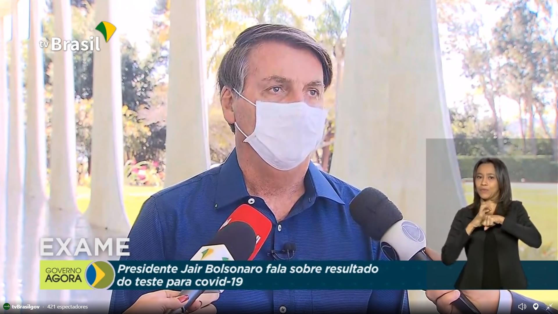 IMAGEM: Repórteres próximos demais de Bolsonaro