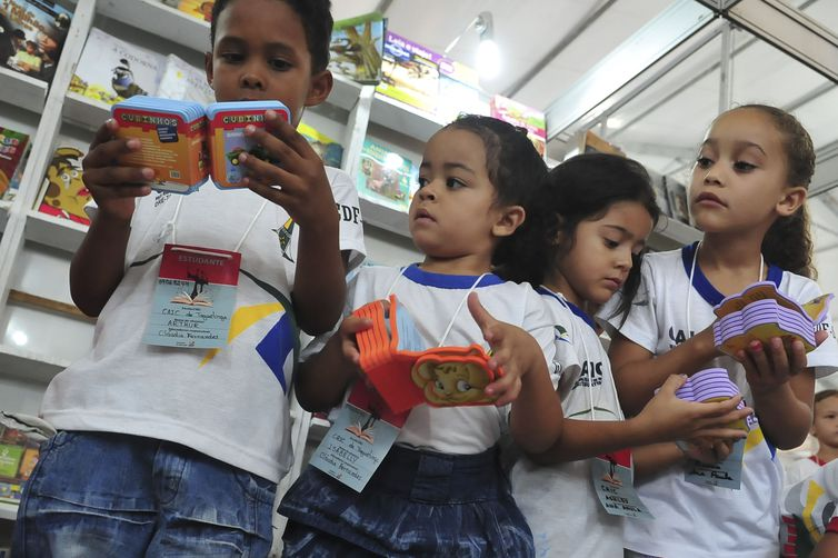 IMAGEM: Bolsonaro libera escolas infantis de cumprir carga horária