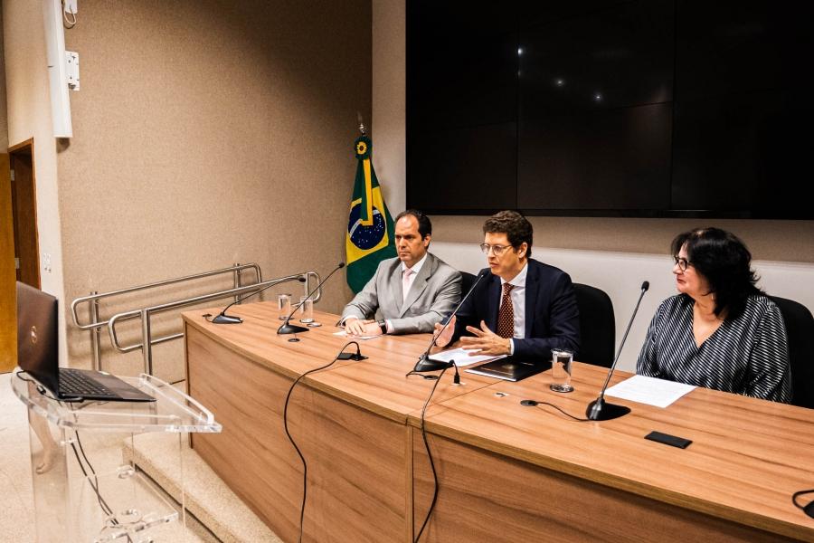"""IMAGEM: Após desmontar fundo de R$ 3,4 bilhões, Salles chama fundo de R$ 500 milhões de """"maior do mundo"""""""