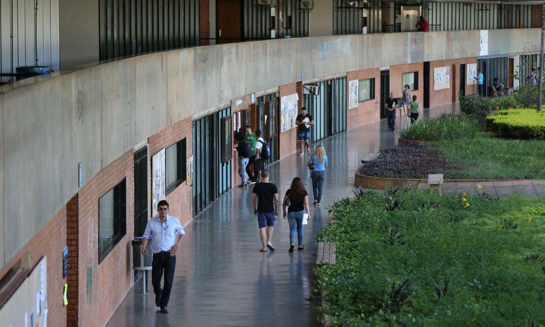 IMAGEM: Com pandemia, 858 mil alunos deixaram ensino superior