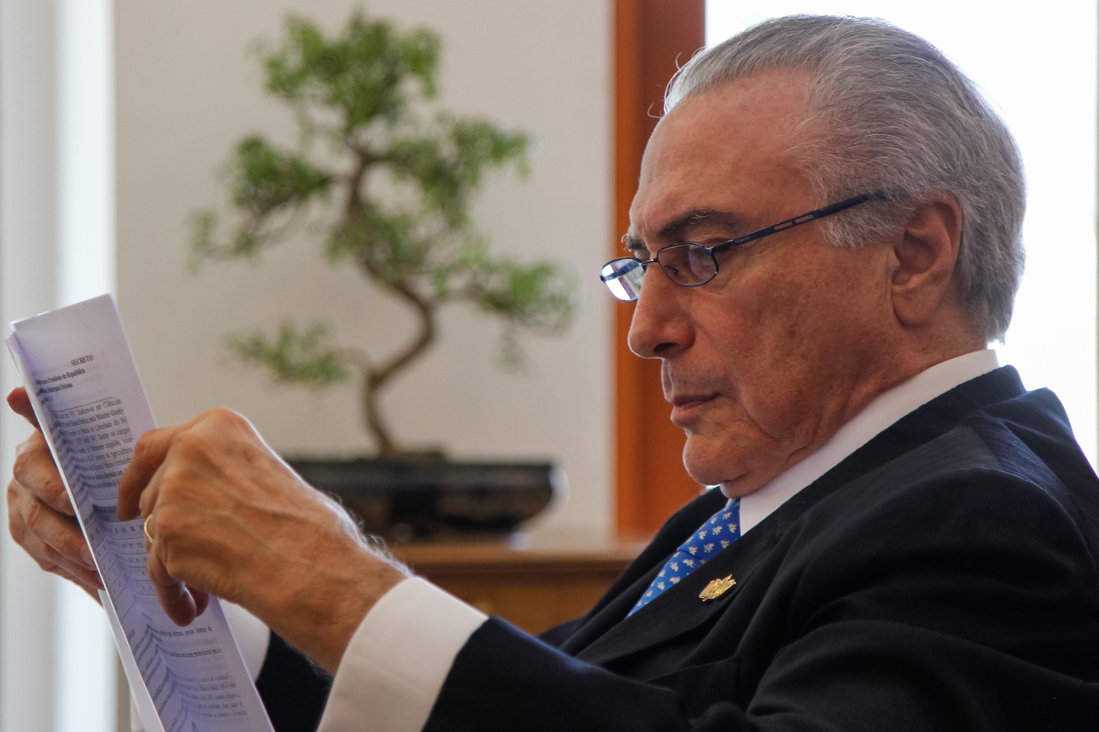 IMAGEM: Temer aconselha Bolsonaro a não brigar com Mourão