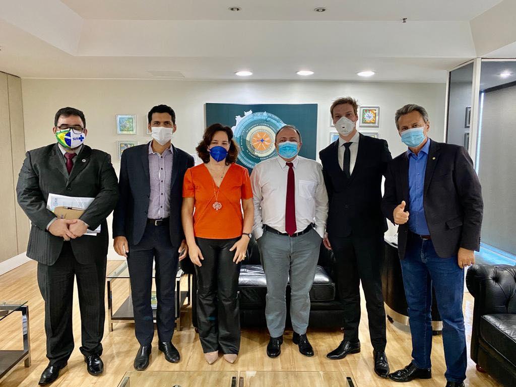 IMAGEM: Pazuello avalia aplicação de ozônio retal
