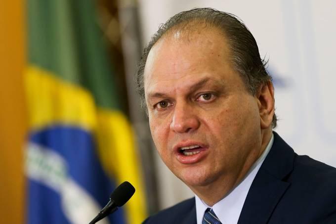 IMAGEM: Barros diz que errou ao não consultar o governo sobre plebiscito