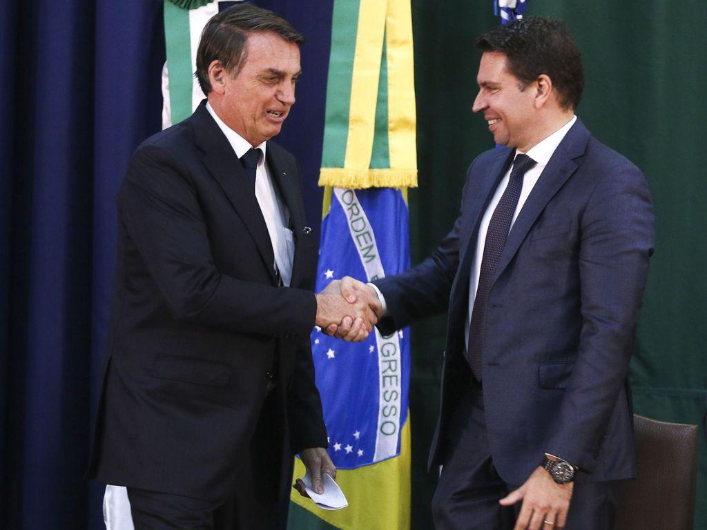 IMAGEM: Bolsonaro turbina Abin com novos cargos e permite treinamento a funcionários sem concurso