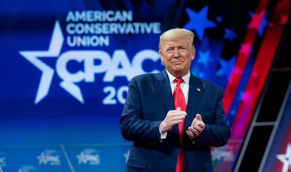 IMAGEM: Pesquisa dá empate técnico entre Trump e Biden