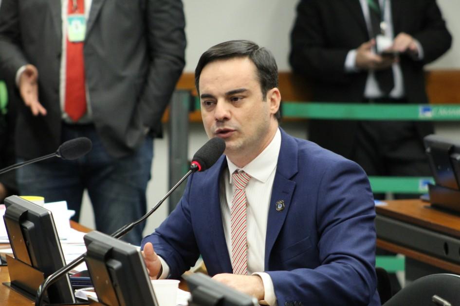 """IMAGEM: Golpe na Lei da Ficha Limpa é """"retrocesso"""" e """"desestímulo à população"""", diz deputado"""