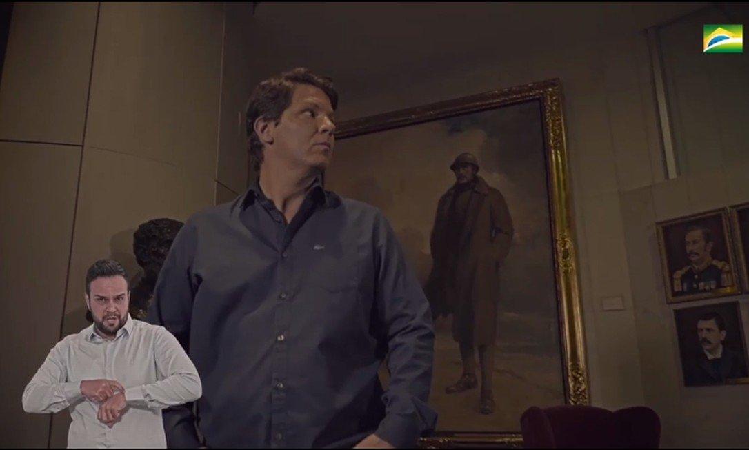 IMAGEM: Mario Frias aparece diante de retrato de rei belga em vídeo sobre heróis nacionais